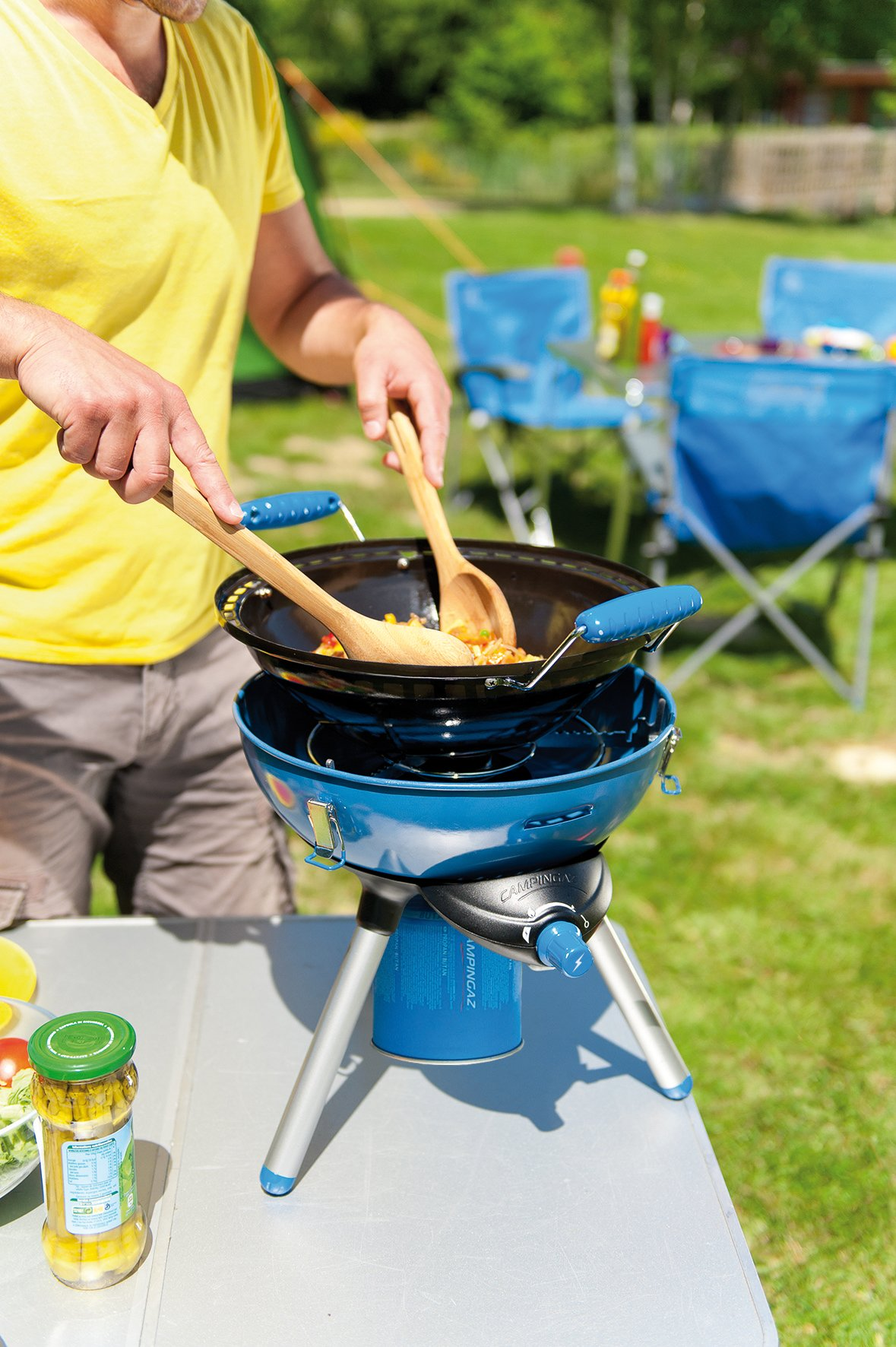 Campingaz Party Grill 400 Camping Stove, All in One portable Camping BBQ, Outdoor Grill & Stove, Small Gas Barbecue 2.000 Watt, Runs on CV 470 Plus Gas Cartridge 4