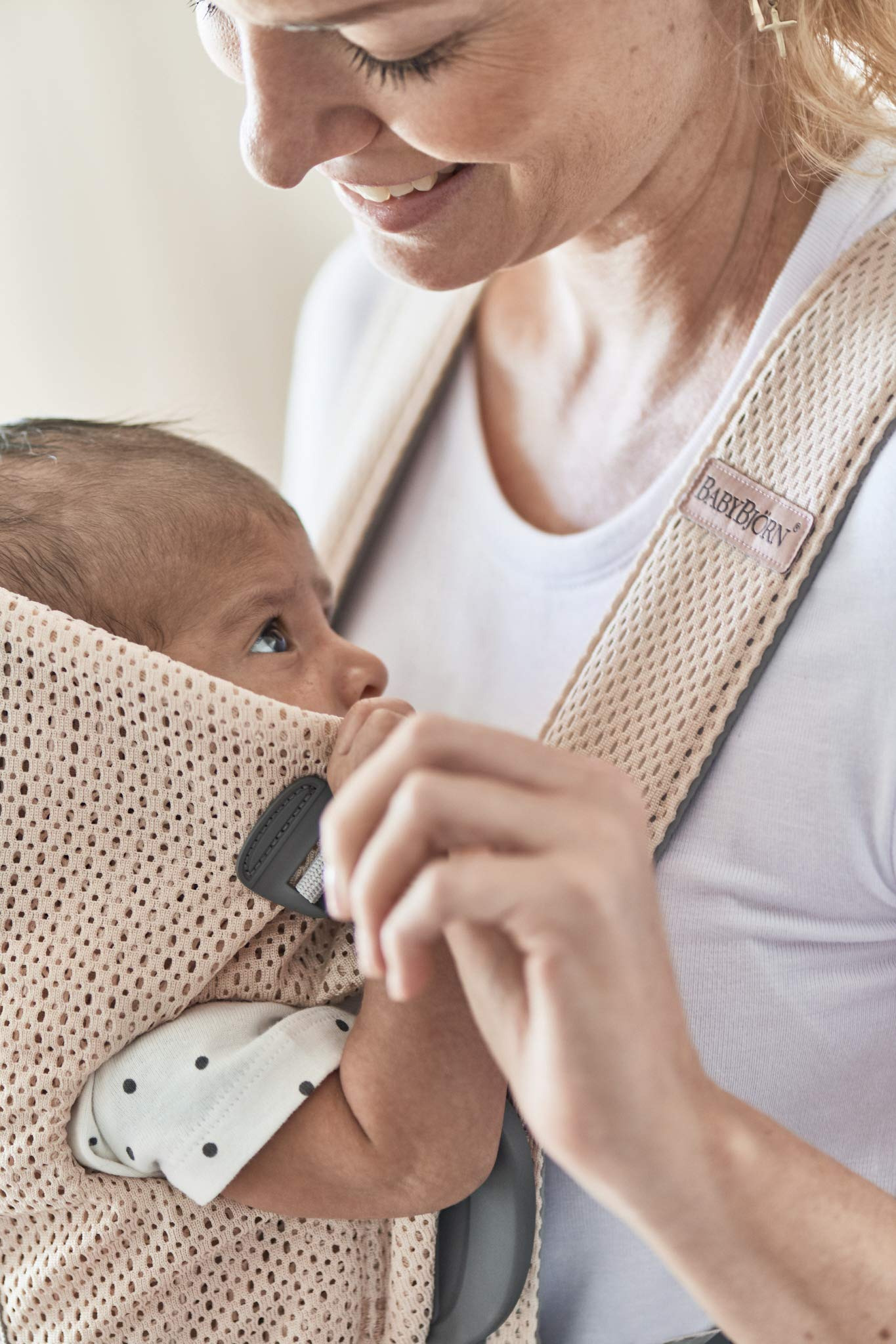 BABYBJÖRN Baby Carrier Mini, 3D Mesh, Pearly Pink Baby Bjorn Perfect first baby carrier for a newborn Small and easy to use 3D Mesh - Cool and airy mesh fabric, with an incredibly soft inner layer next to your newborn's skin 3