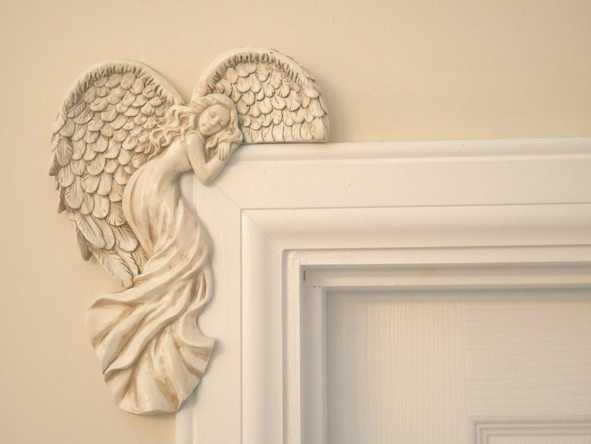 Garden MileR Pair Of Vintage Shabby Chic Style Ivory Guardian Angels Door Frame Ornament