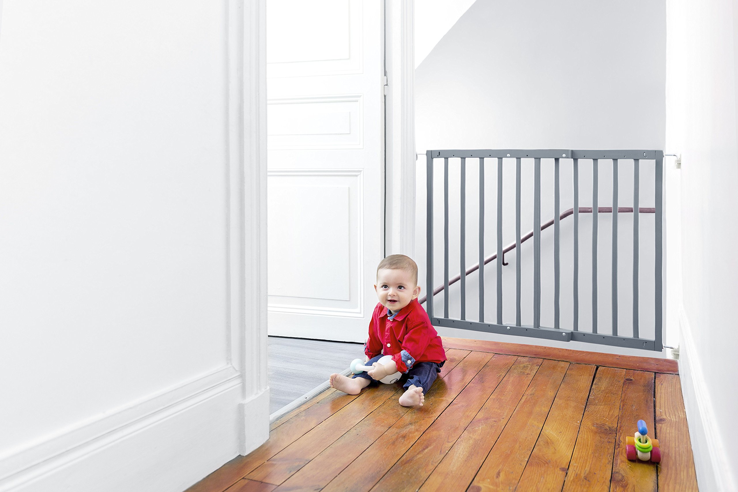 Badabulle Color Pop Safety Gate Grey Badabulle Fits openings between 63.5 cm and 103.5 cm Gate type opening Assembled in 7 minutes 9