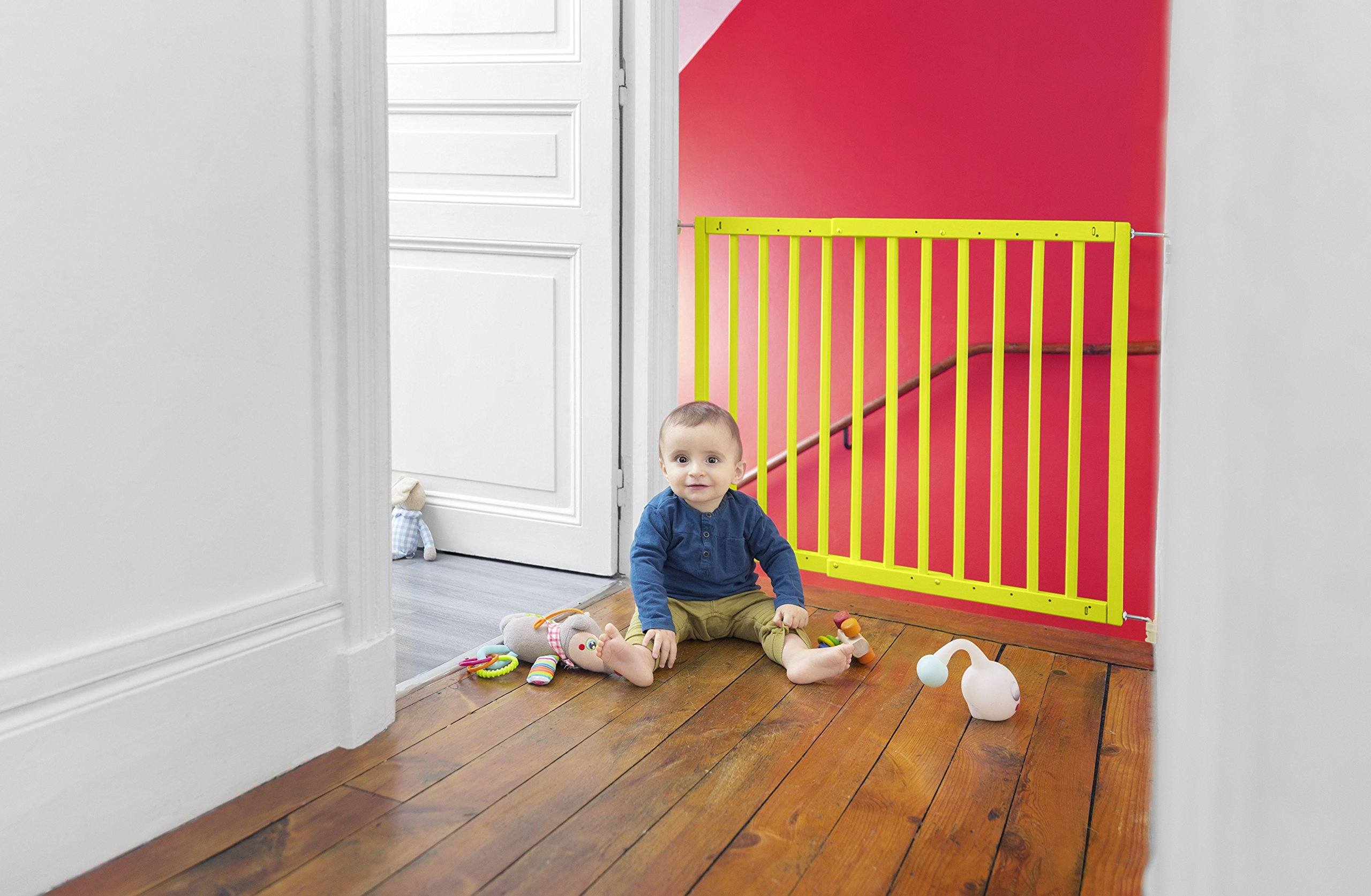 Badabulle Color Pop Safety Gate, Yellow Badabulle Mountable in just 7 minutes Easy to open Swinging door 7