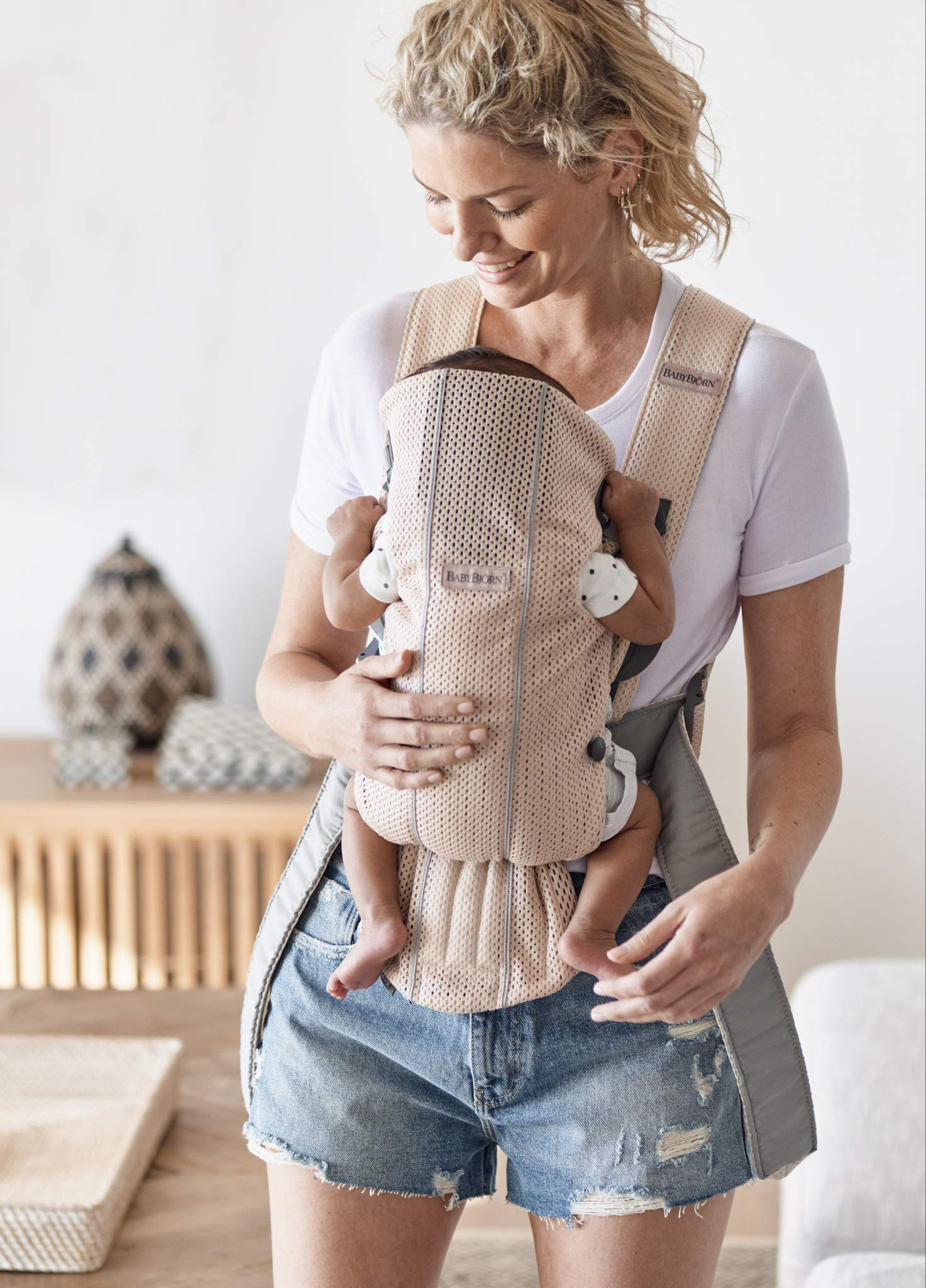 BABYBJÖRN Baby Carrier Mini, 3D Mesh, Pearly Pink Baby Bjorn Perfect first baby carrier for a newborn Small and easy to use 3D Mesh - Cool and airy mesh fabric, with an incredibly soft inner layer next to your newborn's skin 2