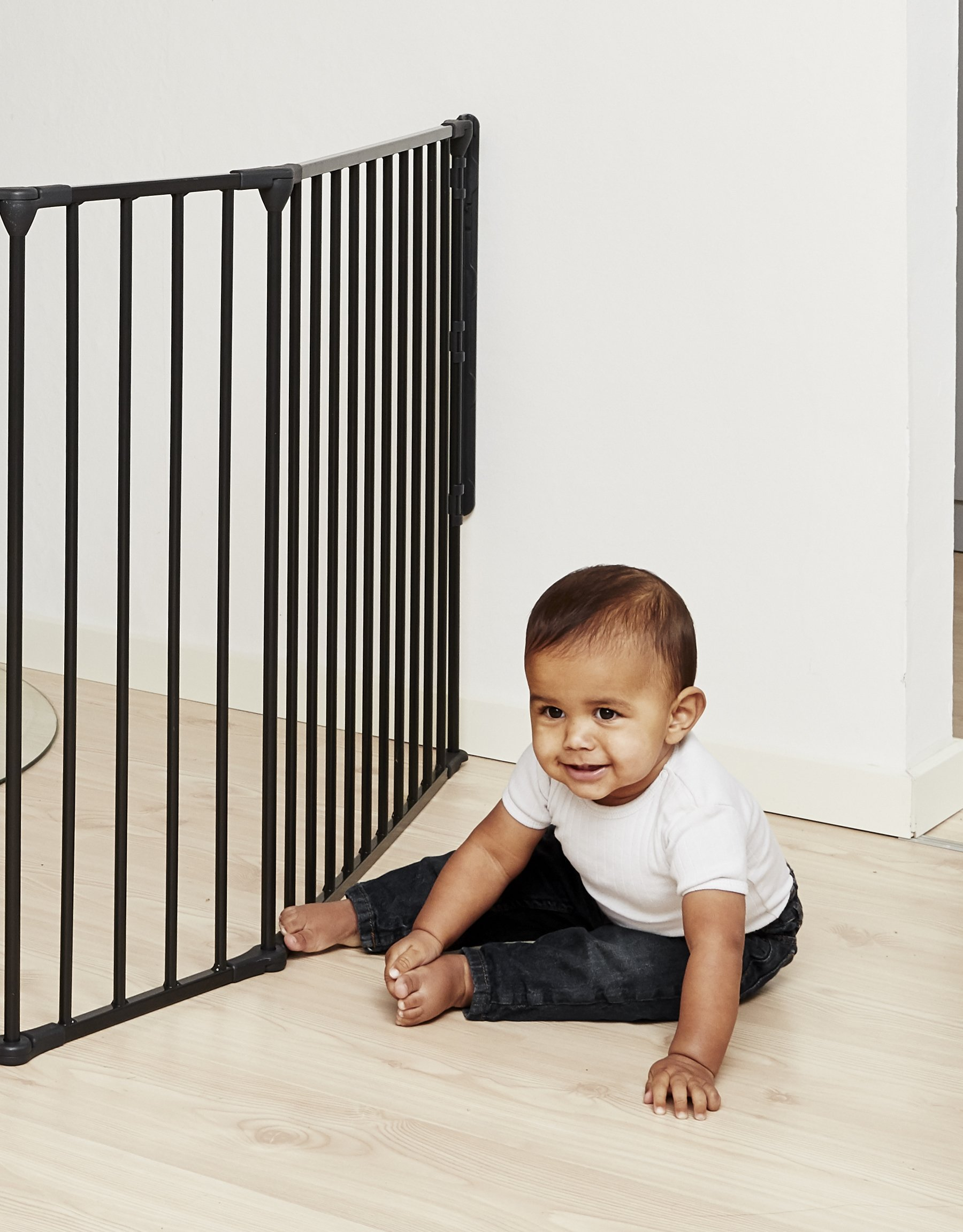 BabyDan Hearth Gate/Room Divider (Extra Large, 90-278cm, Anthracite)  Only configure system fulfilling newest european safety standard Multi purpose hearth gate and room divider There are 5 panels in total, 1 larger 72cm gate section panel, 2 larger 72cm panels and 2 smaller 33cm side panels. For shipping purposes, the 2 smaller side panels are connected by the interlocking pole 6