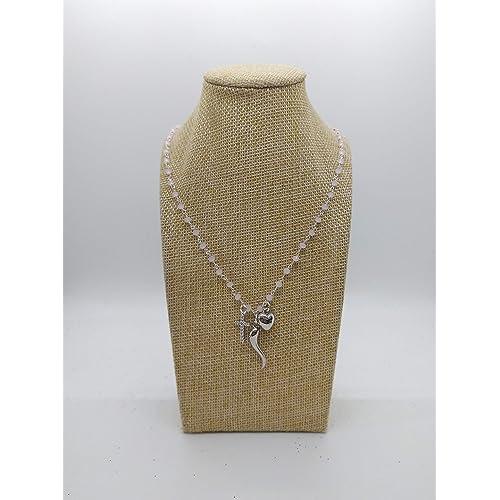 Collana girocollo stile rosario realizzata a mano con filo colore argento, cristalli rosa e ciondolo cornetto argento portafortuna, cuore argento e croce con zirconi.