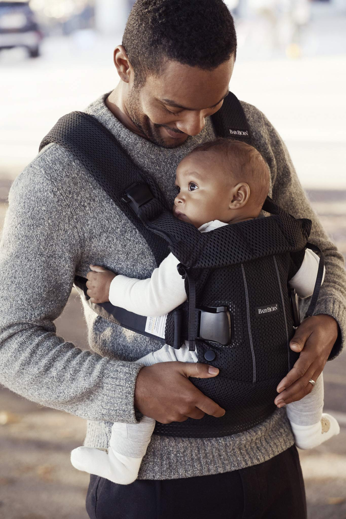 BABYBJÖRN Baby Carrier One Air, 3D Mesh, Black, 2018 Edition Baby Bjorn The latest version (2018) with soft and breathable mesh that dries quickly Ergonomic baby carrier with excellent support 4 carrying positions: facing in (two height positions), facing out or on your back 9