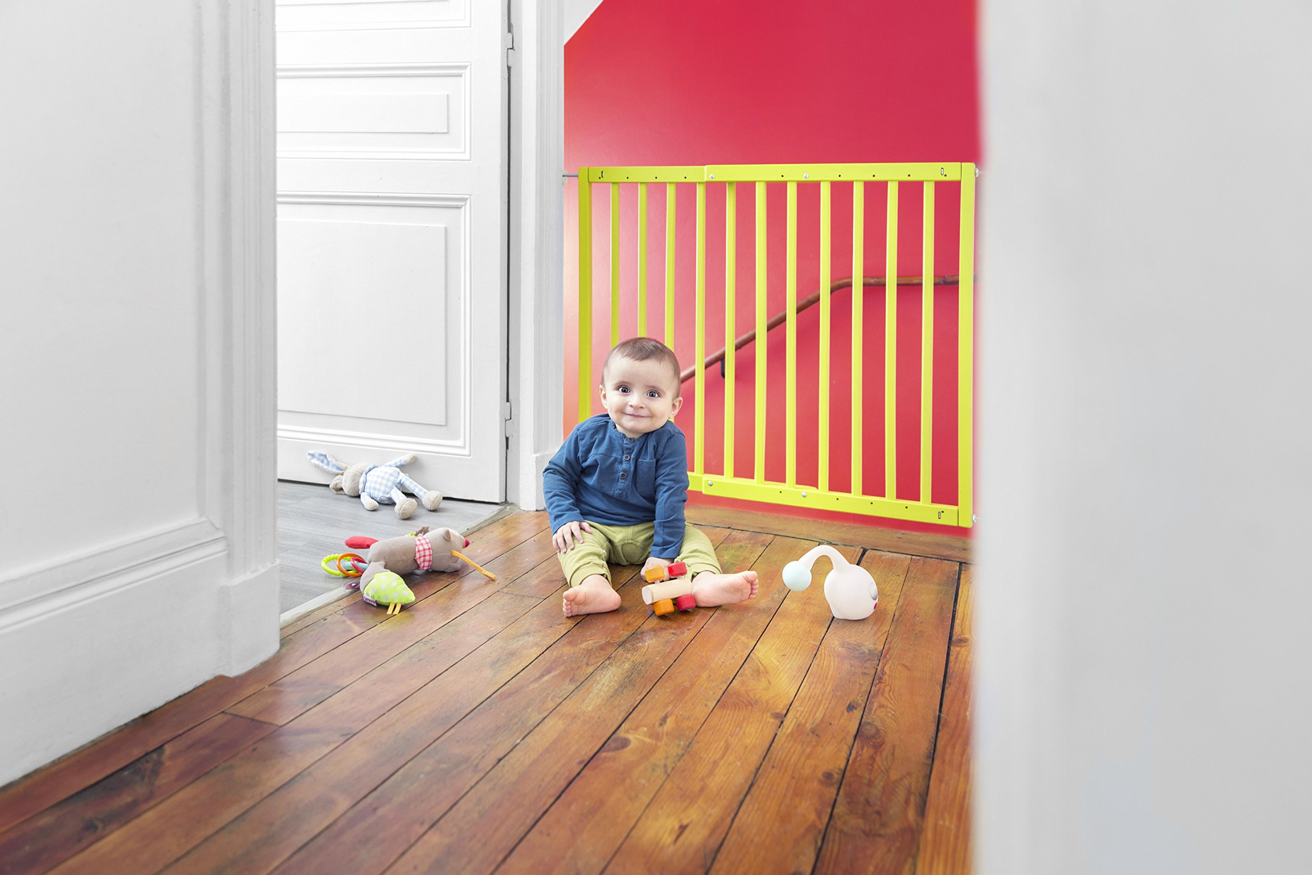 Badabulle Color Pop Safety Gate, Yellow Badabulle Mountable in just 7 minutes Easy to open Swinging door 9