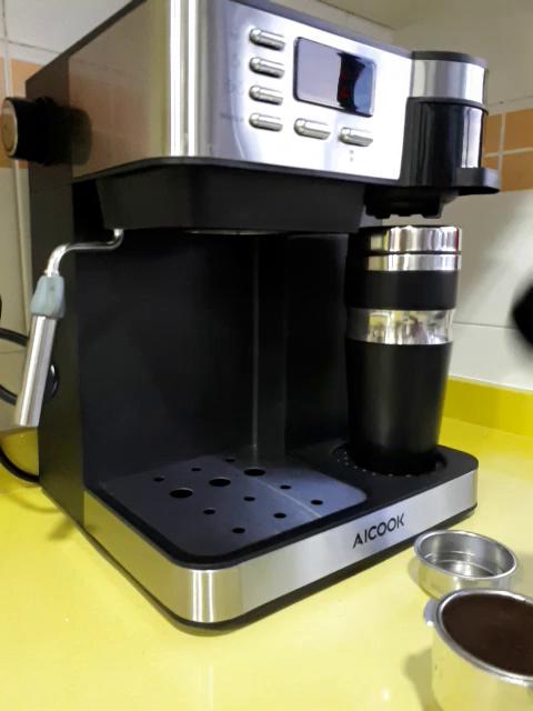 Queríamos cambiar nuestra cafetera espresso puesto que ya estaba muy vieja y empezaba a fallar bastante y mi marido fue el encargado de buscar una a su ...