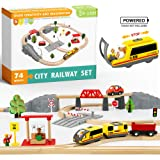 Juego de trenes de juguete con tren a pilas y rieles de madera -74Pcs- Se adapta a Thomas, Brio, Chuggington y otras marcas i
