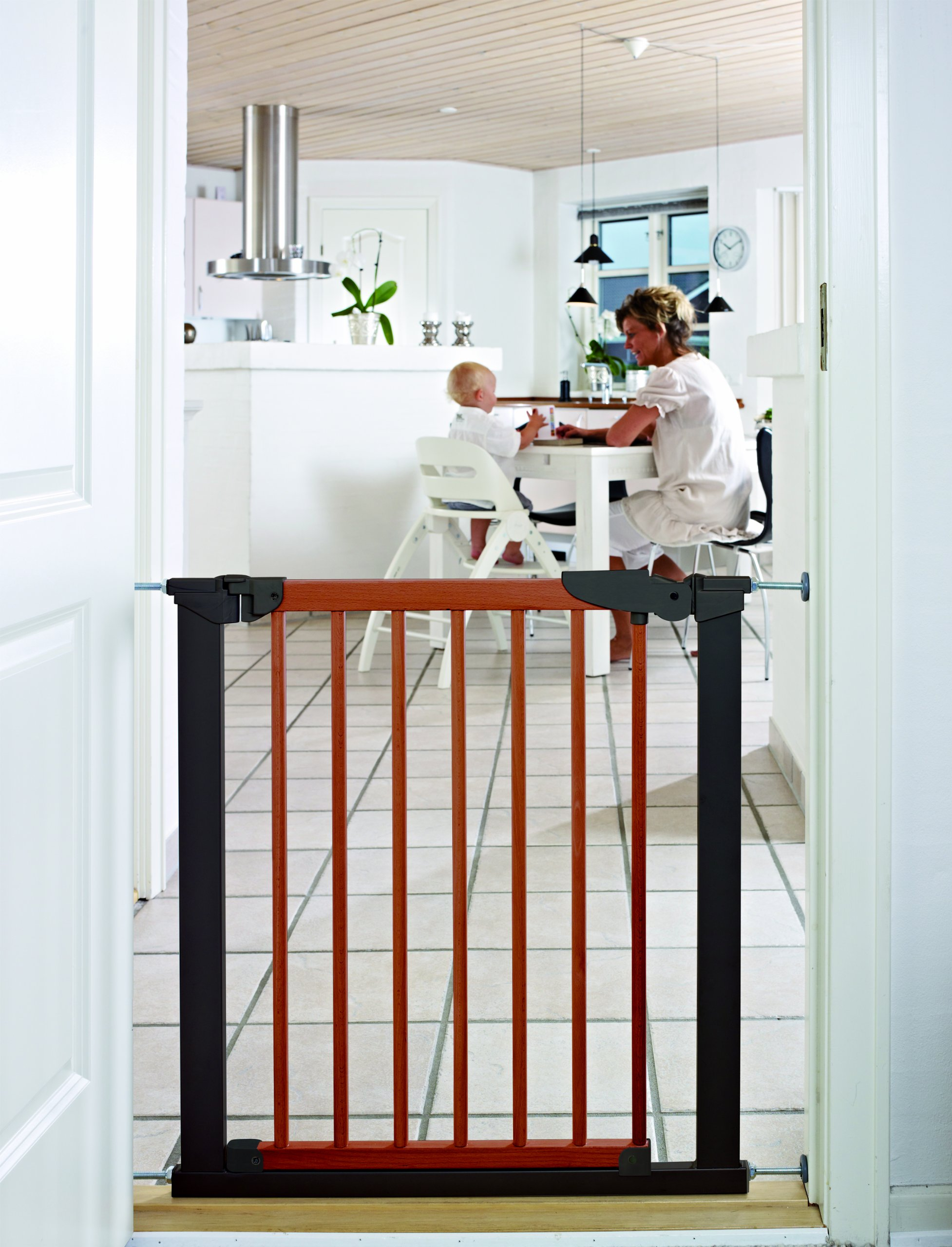 BabyDan Pressure Avantgarde Gate Hanger for door/Staircase 71,3-110,6cm Cherry/Black  Simple to build and comes complete with all fixings Made of metal and moved by a pressure fixing system Includes stop pins for mounting at the top of stairs 2