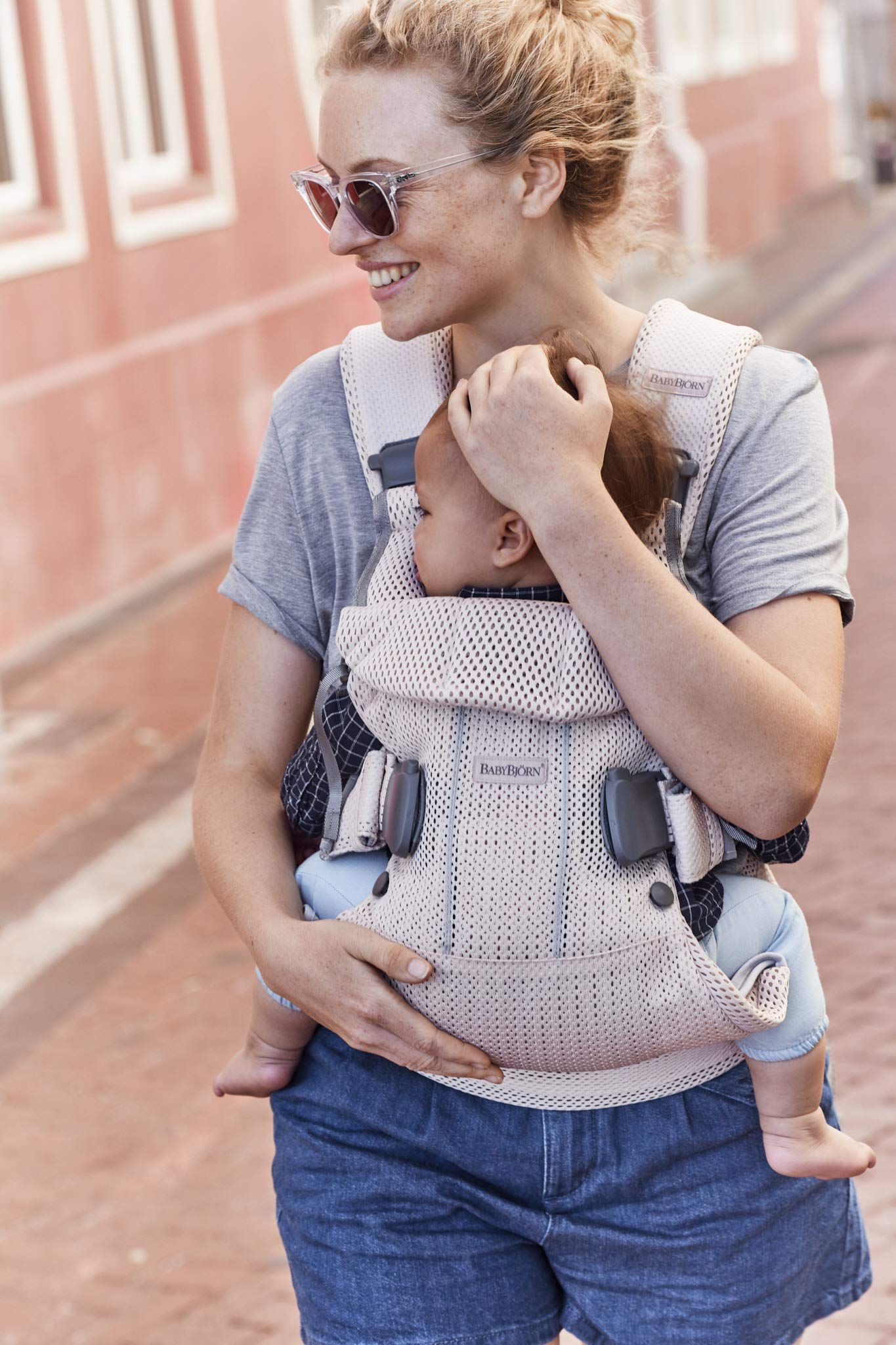 BABYBJÖRN Baby Carrier One, Cotton Mix, Black, 2018 Edition Baby Bjorn The latest version with soft and breathable mesh that dries quickly Ergonomic baby carrier with excellent support 4 carrying positions: facing in (two height positions), facing out or on your back 4