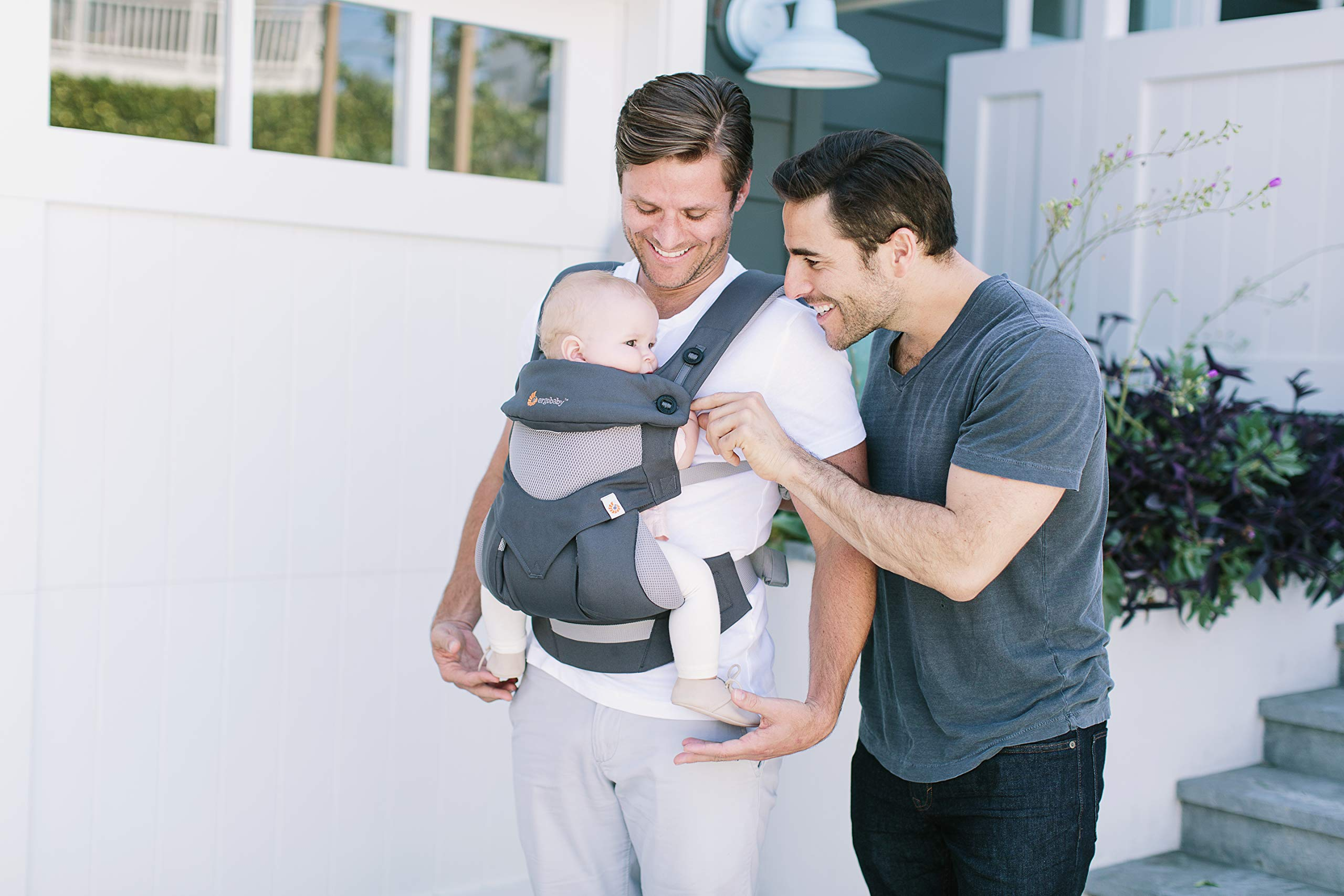 Ergobaby Baby Carrier for Toddler, 360 Cool Air Carbon Grey, 4-Position Ergonomic Child Carrier and Backpack Ergobaby Ergonomic baby carrier for the summer, with 4 ergonomic carry positions: front-inward, back, hip, and front-outward. The carrier is suitable for babies and toddlers weighing 5.5-15 kg, and can be used as a back carrier. Also with insert for newborn babies weighing 3.2-5.5 kg (7-12 lbs), sold separately. NEW - The waistbelt with lumbar support can be worn a little higher or lower to support the lower back and provide optimal comfort, and has adjustable padded shoulder straps. The carrier is suitable for men and women. Maximum baby comfort - Breathable 3D air mesh material provides an optimal temperature for your baby on warm days. The structured bucket seat supports the correct frog-leg position for the baby. The carrier also has a neck support and privacy hood with 50+ UV sun protection. 8