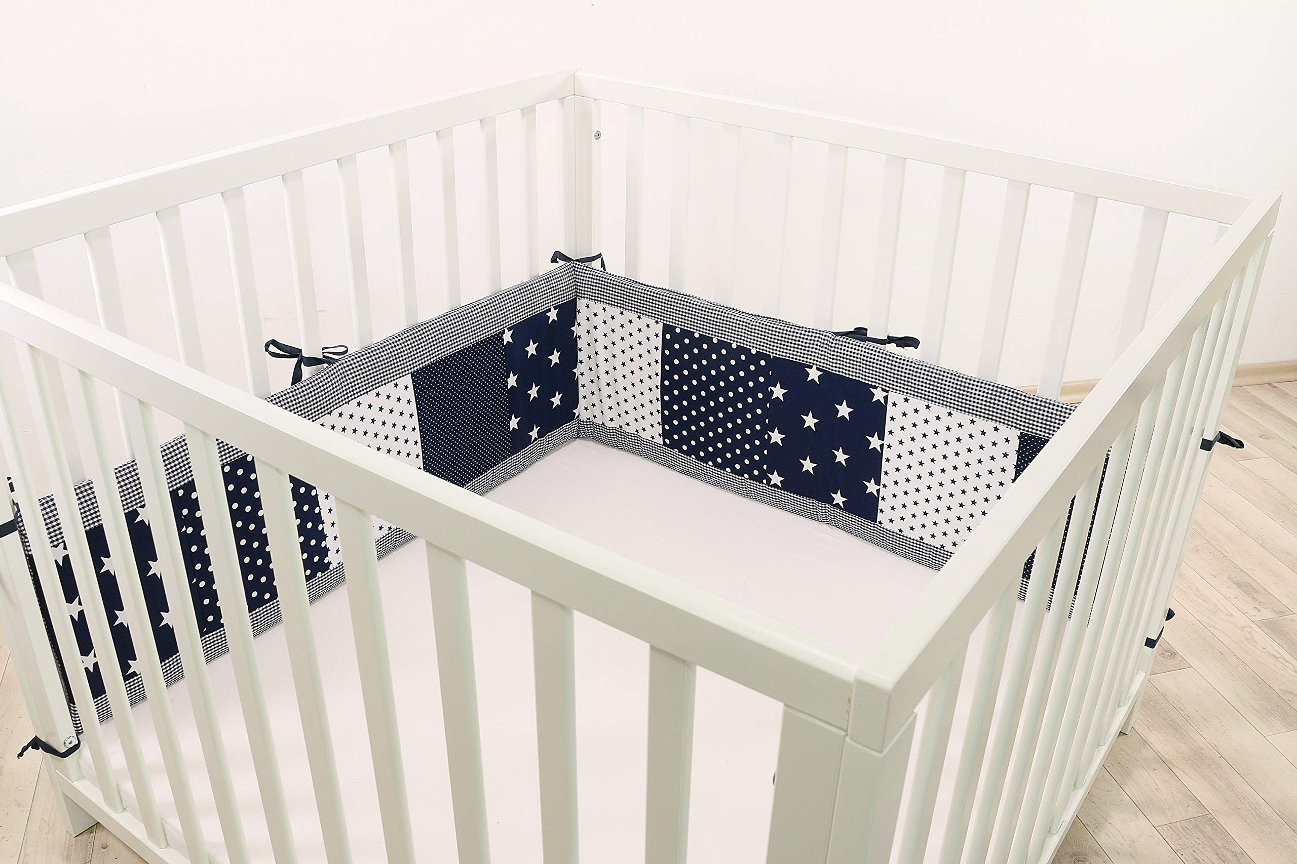 ULLENBOOM® Bumper- Blue Stars (200x 30cm Baby playpen Bumper, 100x 100cm playpen Bumper Pads for The Head Area) ULLENBOOM This 200x 30cm patchwork bumper serves as a protective insert and surround for 100x 100cm playpens, to provide babies with protection- especially head protection- from playpen bars The sizes 200x 30cm and 400x 30cm (full surround) are for playpens- the 'full surround' bumper comes in two sections. ULLENBOOM also offers additional sizes for 140x 70cm and 120x 60cm cots These bumpers can be washed at 30 °C and the materials used are certified according to the Oeko-Tex standard (tested for harmful substances, hypoallergenic); smooth outer fabric: 100% cotton (Oeko-Tex); soft, thick wadding: 100% polyester (Oeko-Tex) 1