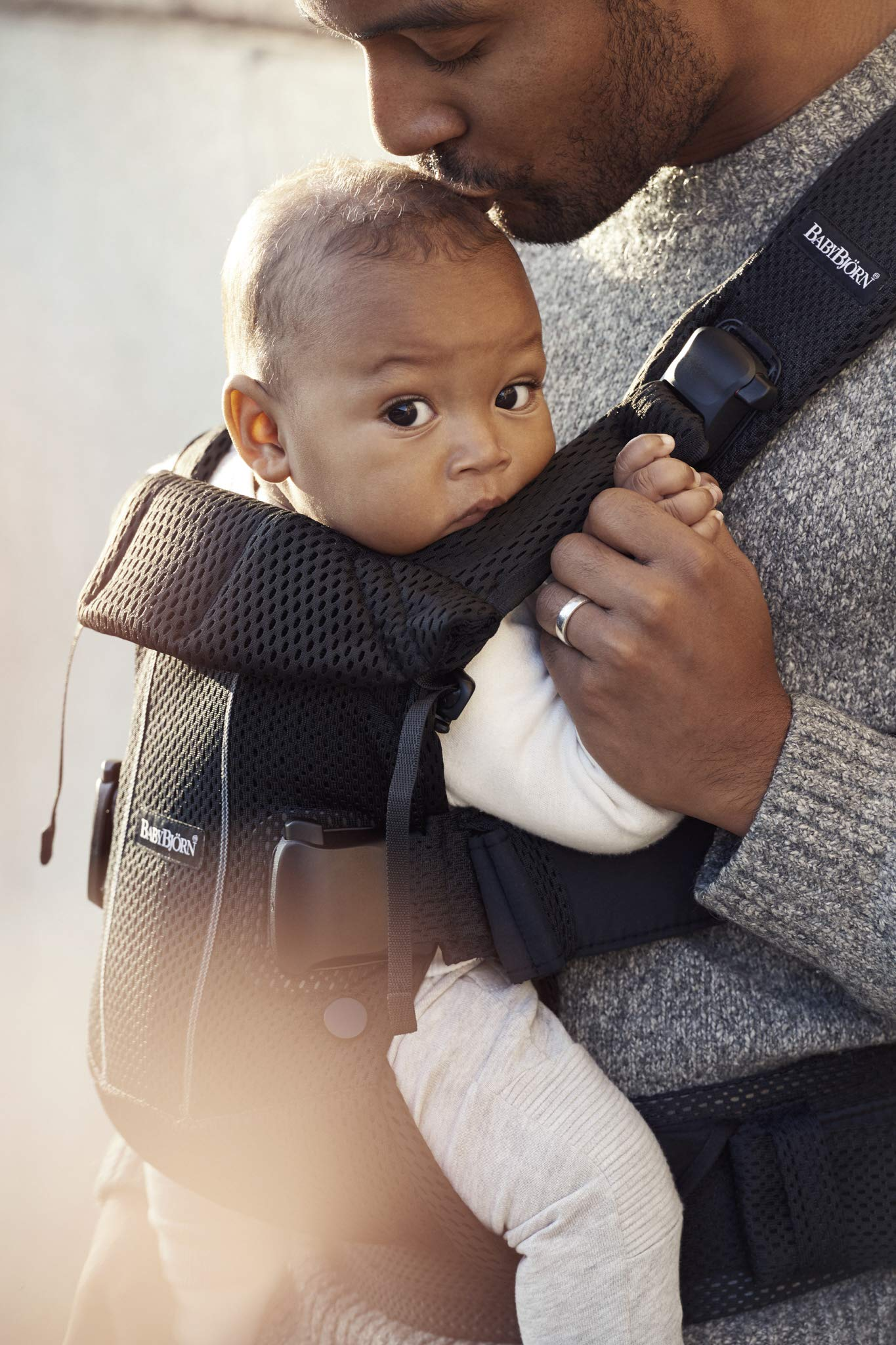 BABYBJÖRN Baby Carrier One Air, 3D Mesh, Black, 2018 Edition Baby Bjorn The latest version (2018) with soft and breathable mesh that dries quickly Ergonomic baby carrier with excellent support 4 carrying positions: facing in (two height positions), facing out or on your back 4