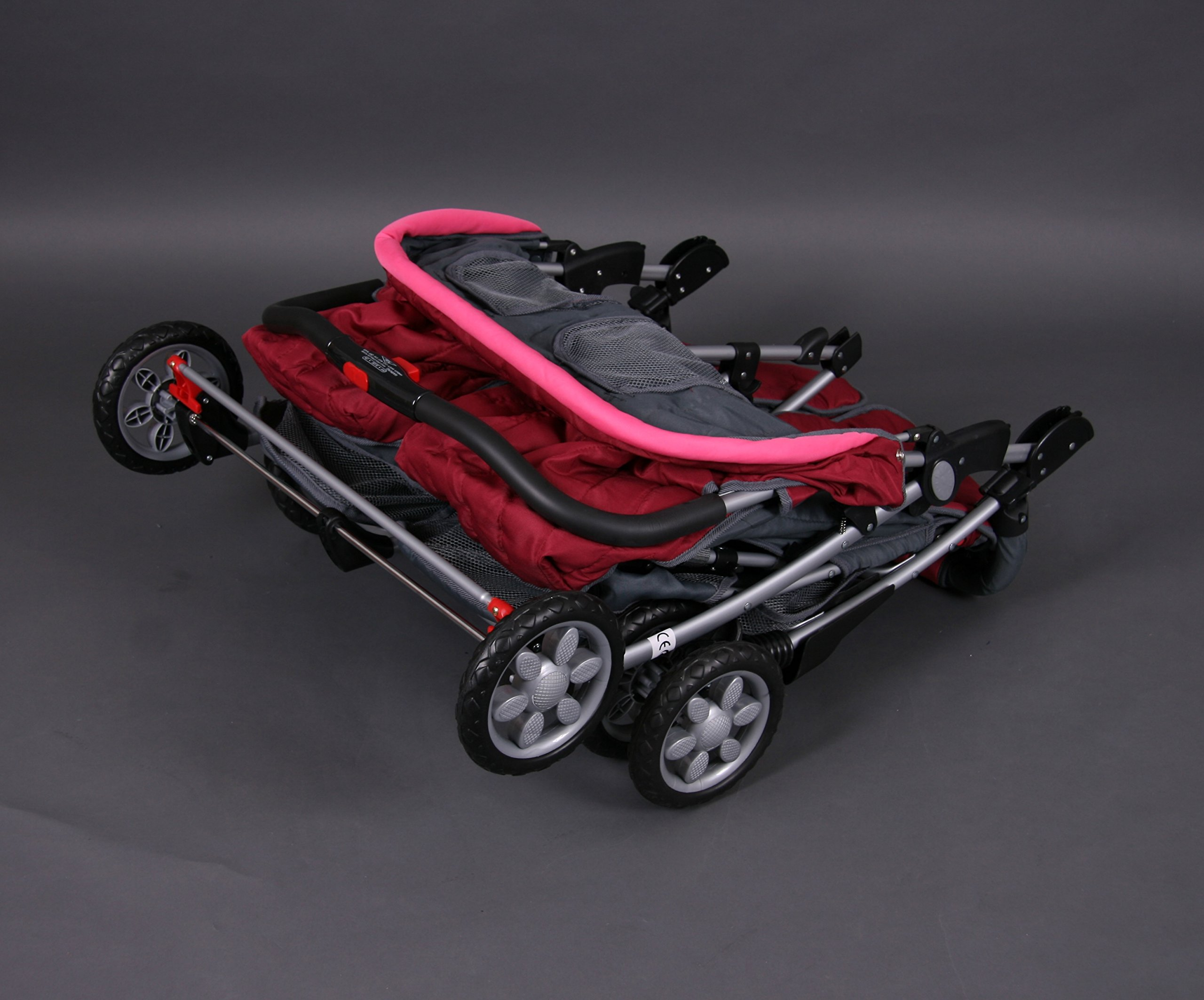 Deluxe Tandem - Twin Pram rose - BambinoWorld Bambino World Ideal pram for parents of twins or children with small difference in age.Thus you remain mobile also with 2 babies or infants. Main features: Very compact and light ; Adjustable backrest ; Foot rests adjustable ; Easy folding . 100% safety for your child : 5-point safety harness ; Brake on rear wheels ; Lockable swivel front wheels ; Complies with strict European norms . 7