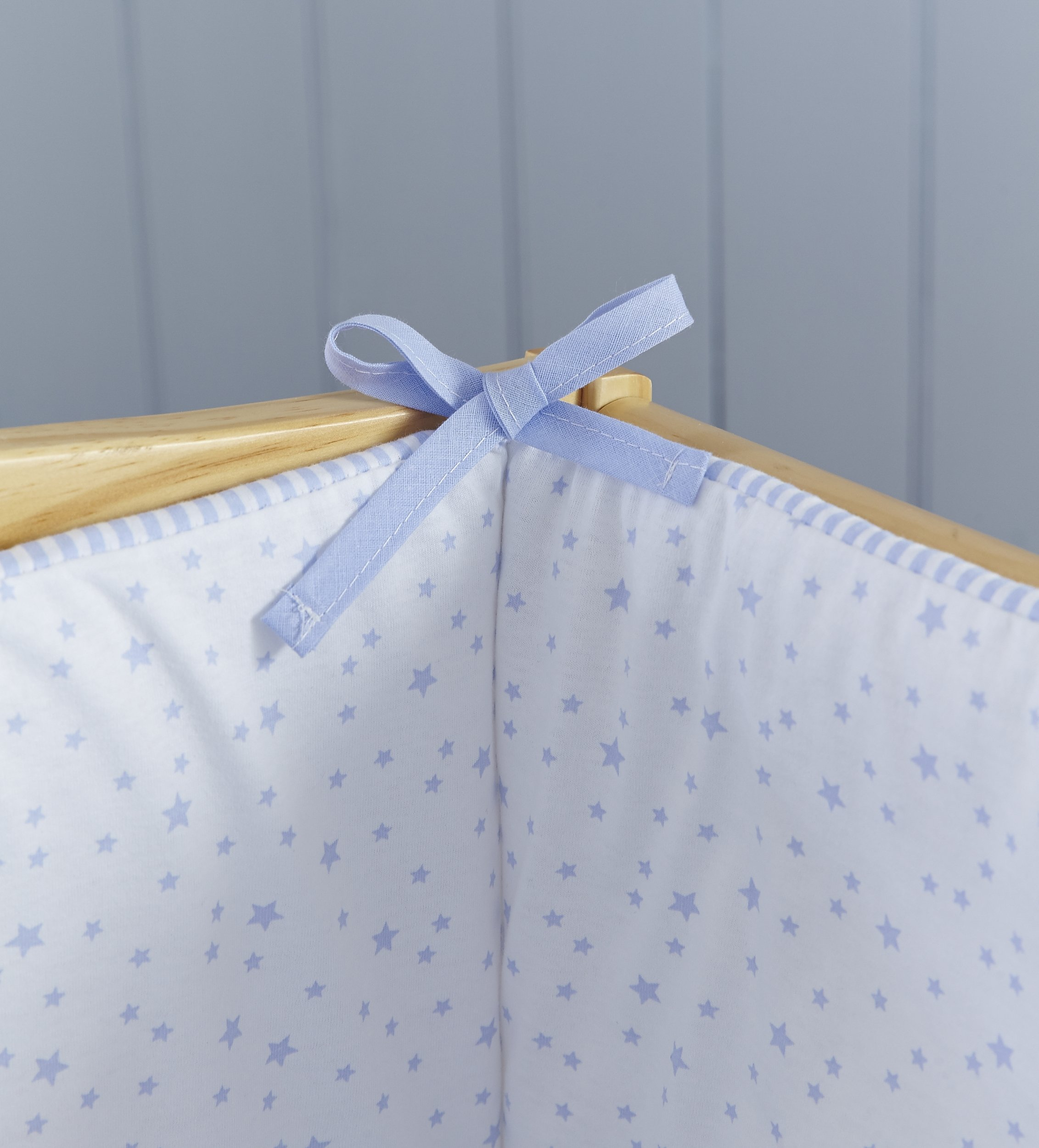 Clair de Lune Crib Set (Blue, Stars and Stripes, 2-Piece) Clair de Lune Featuring a subtle Stars and Stripes print this beautiful bedding set creates a relaxing sleeping area for your precious little one. Made from super soft 100% cotton. Comes complete with Stars and Stripes reversible padded bumper, and 2.5 tog coverlet. 3
