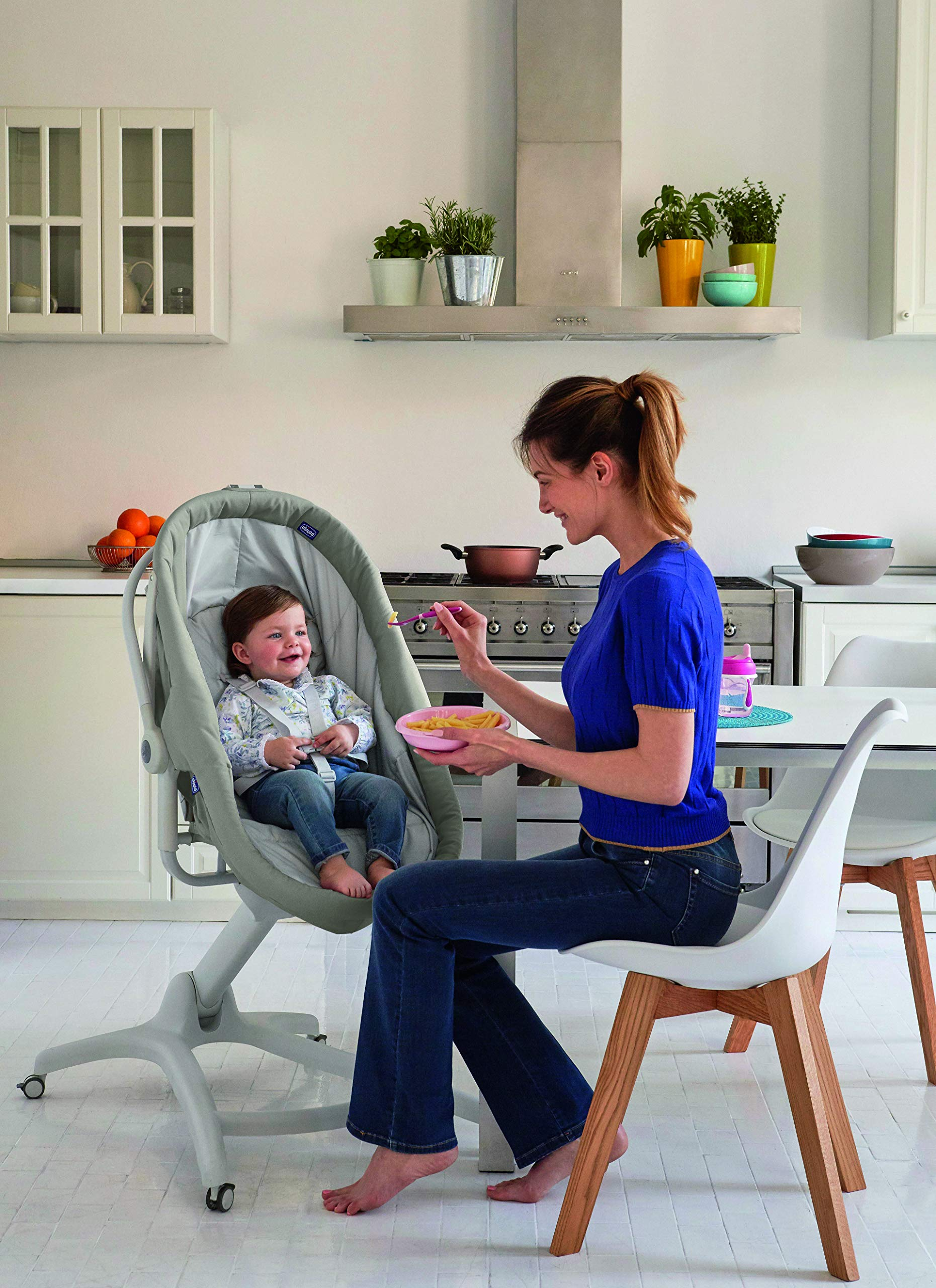 Chicco Baby Hug 4 in 1, Legend  It covers all your and your baby's needs: it is a comfy crib, a recliner from birth, a convenient highchair and finally your child's first chair from 6 months. Adjustable heights and backrest and 4 wheels Removable reducer to make the recliner suitable from birth 6