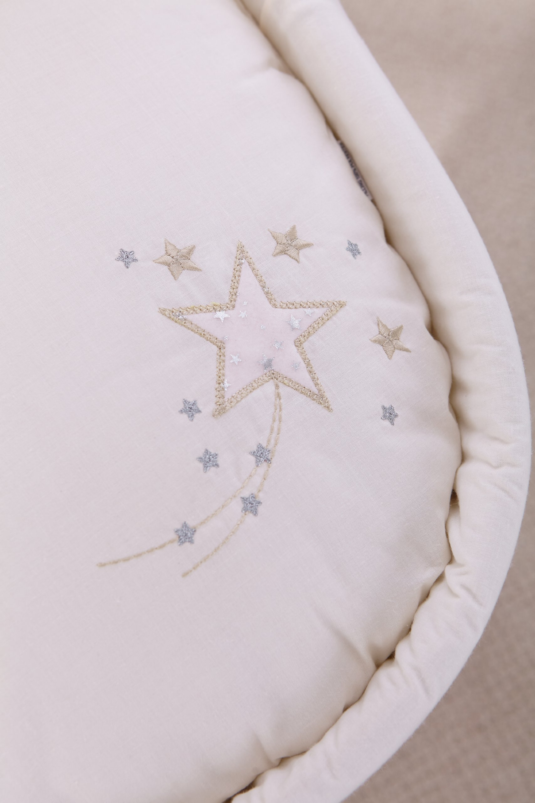 Clair de Lune Starburst Palm Moses Basket inc. bedding, mattress & adjustable hood (Cream) Clair de Lune Made from super soft fabric and featuring intricately embroidered shooting stars it's a simple and stylish Moses bedding set to suit most tastes. Comes complete with an adjustable hood, padded liner, coverlet, 2 carry handles, and a mattress. *Stand sold separately. Adjustable hood that's perfect for creating a cosy sleeping space for your precious little one. 3