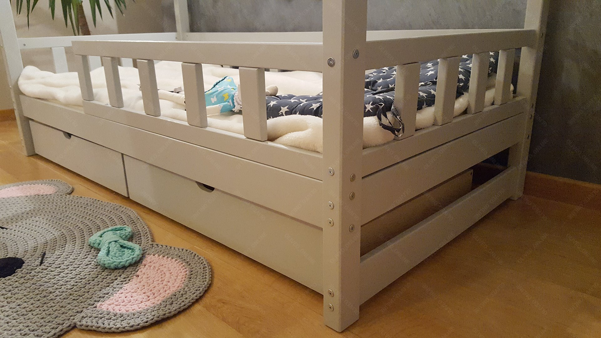 """Oliveo House bed with barriers and drawer, children bed house, bed for children, kids bed,home bed (200 x 160 cm, Painted) Oliveo highest quality products available in various colours and sizes all our products are EU certified for children safety and highest quality Our Auctions Feedbacks About Us Contact Top quality, premium children furniture online A Scandinavian style, handmade bed (""""house bed"""") for your child. Colour: natural wood, NEW model, fast processing (10 days) !!!!!!! Bed for children in Scandinavian style, which becomes a safe place for the sleep of your child and underlines the elegant and modern design of your interior. Handmade of knotless first-class pine wood. Each bed section is ground and rounded manually to ensur 5"""