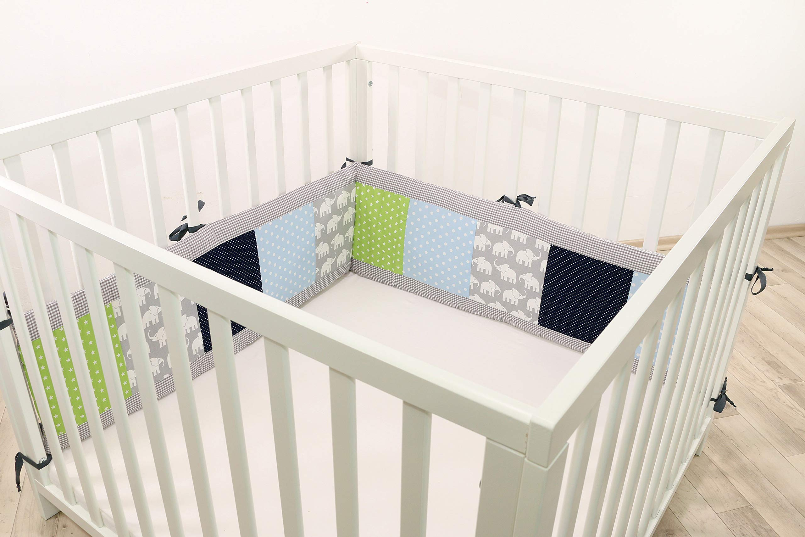 ULLENBOOM® Bumper- Blue Green Elephants (200x 30cm Baby playpen Bumper, 100x 100cm playpen Bumper Pads for The Head Area) ULLENBOOM This 200x 30cm patchwork bumper serves as a protective insert and surround for 100x 100cm playpens, to provide babies with protection- especially head protection- from playpen bars The sizes 200x 30cm and 400x 30cm (full surround) are for playpens- the 'full surround' bumper comes in two sections. ULLENBOOM also offers additional sizes for 140x 70cm and 120x 60cm cots These bumpers can be washed at 30 °C and the materials used are certified according to the Oeko-Tex standard (tested for harmful substances, hypoallergenic); smooth outer fabric: 100% cotton (Oeko-Tex); soft, thick wadding: 100% polyester (Oeko-Tex) 1