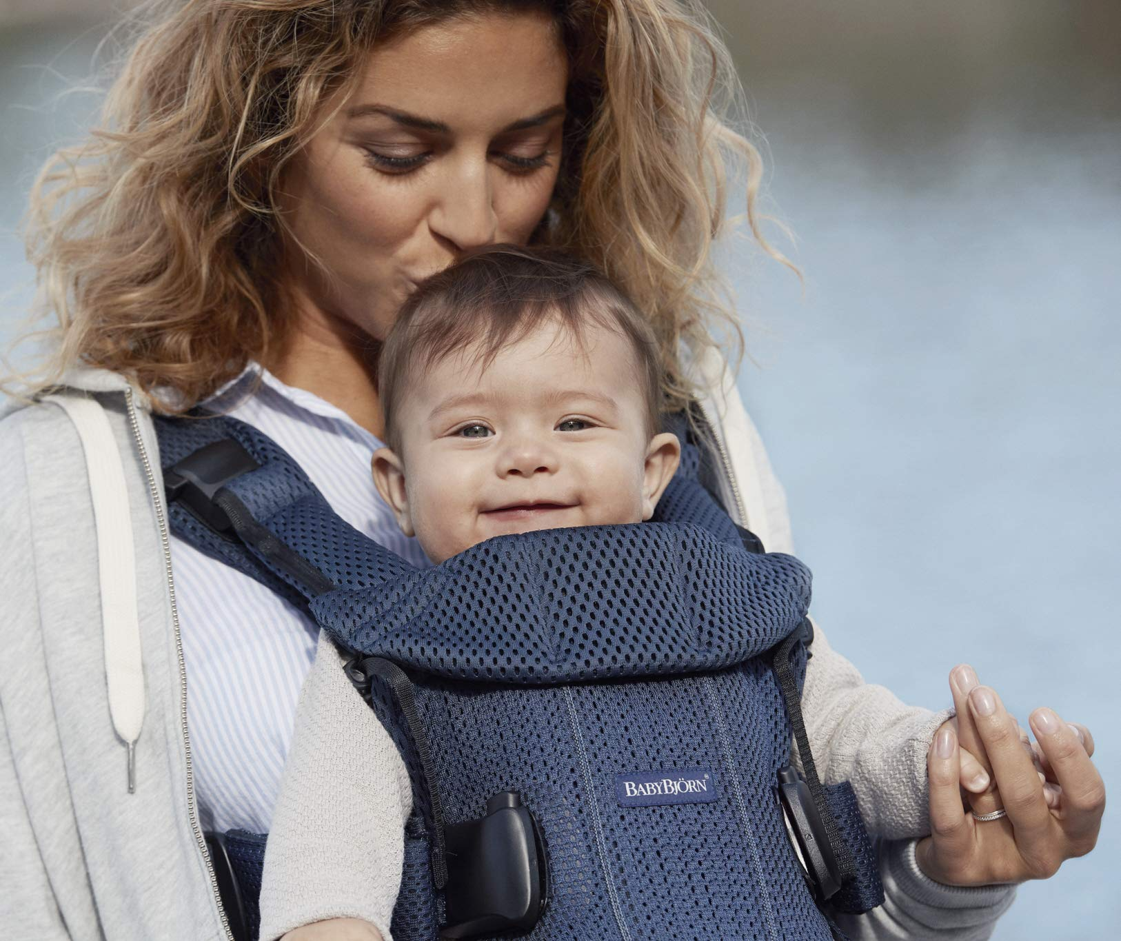BABYBJÖRN Baby Carrier One Air, 3D Mesh, Navy Blue, 2018 Edition Baby Bjorn The latest version (2018) with soft and breathable mesh that dries quickly Ergonomic baby carrier with excellent support 4 carrying positions: facing in (two height positions), facing out or on your back 5