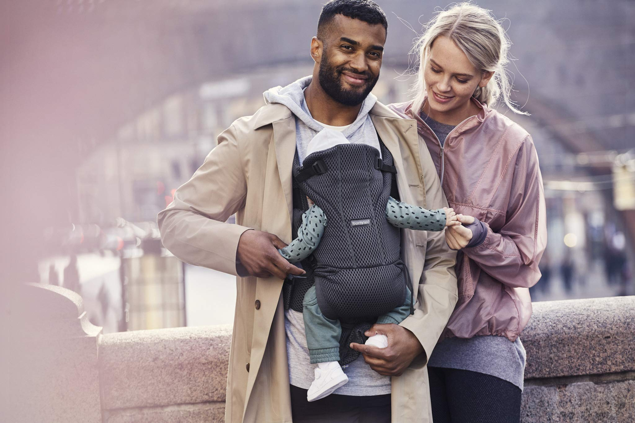 BABYBJÖRN Baby Carrier Move, 3D Mesh, Anthracite Baby Bjorn Excellent comfort with built-in back support and waist belt Easy to put on and take off Soft and airy design in cool 3D mesh 8