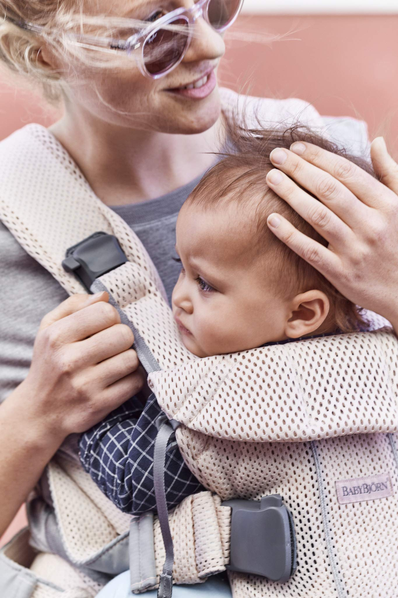 BABYBJÖRN Baby Carrier One, Cotton Mix, Black, 2018 Edition Baby Bjorn The latest version with soft and breathable mesh that dries quickly Ergonomic baby carrier with excellent support 4 carrying positions: facing in (two height positions), facing out or on your back 9