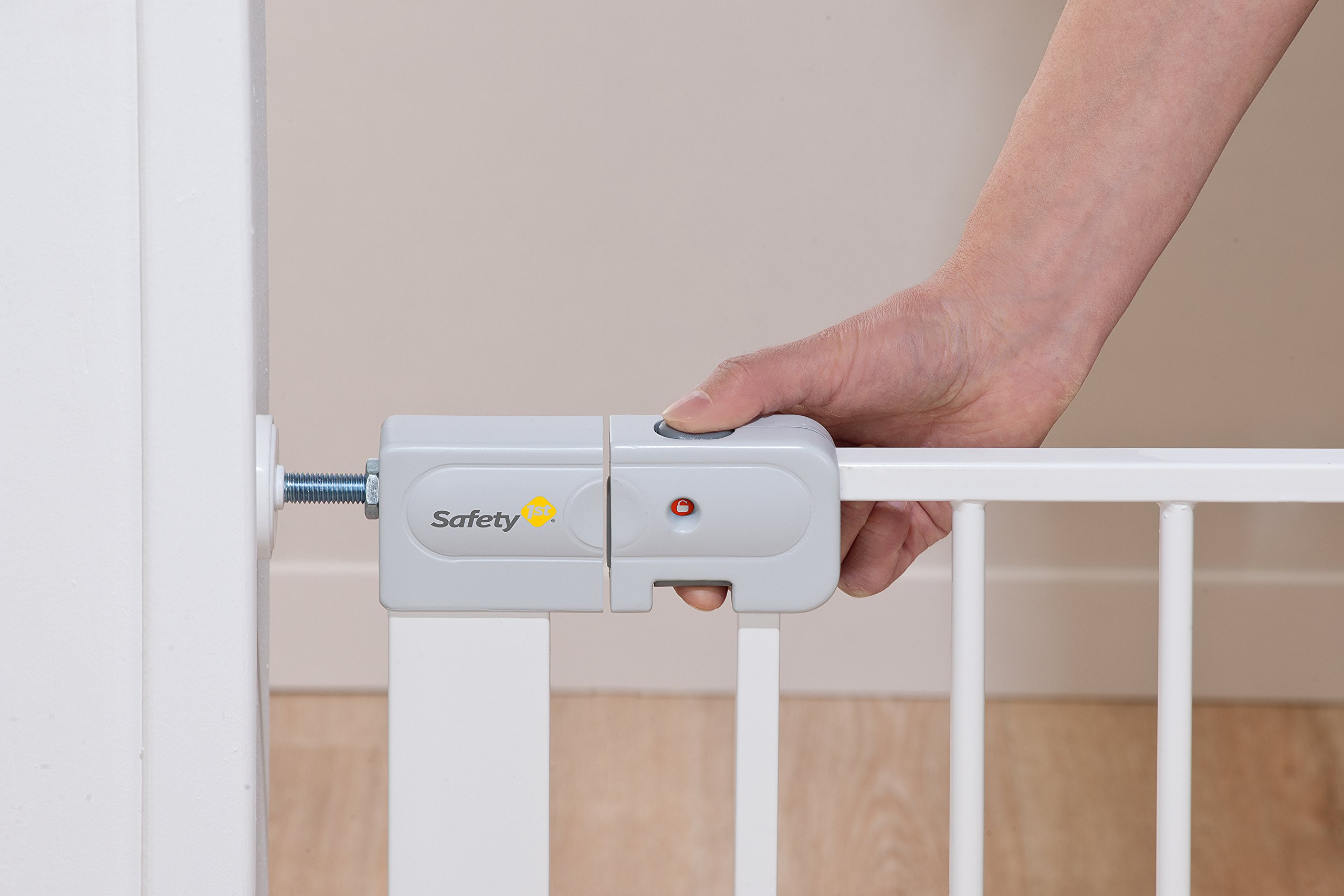 Safety 1st Securtech Auto Close Metal Gate, White  'True' Auto Close Gate which automatically closes for all opening angles Adjusts to fit openings from 73 cm to 80 cm Extends up to 136 cm with separately available extensions 4
