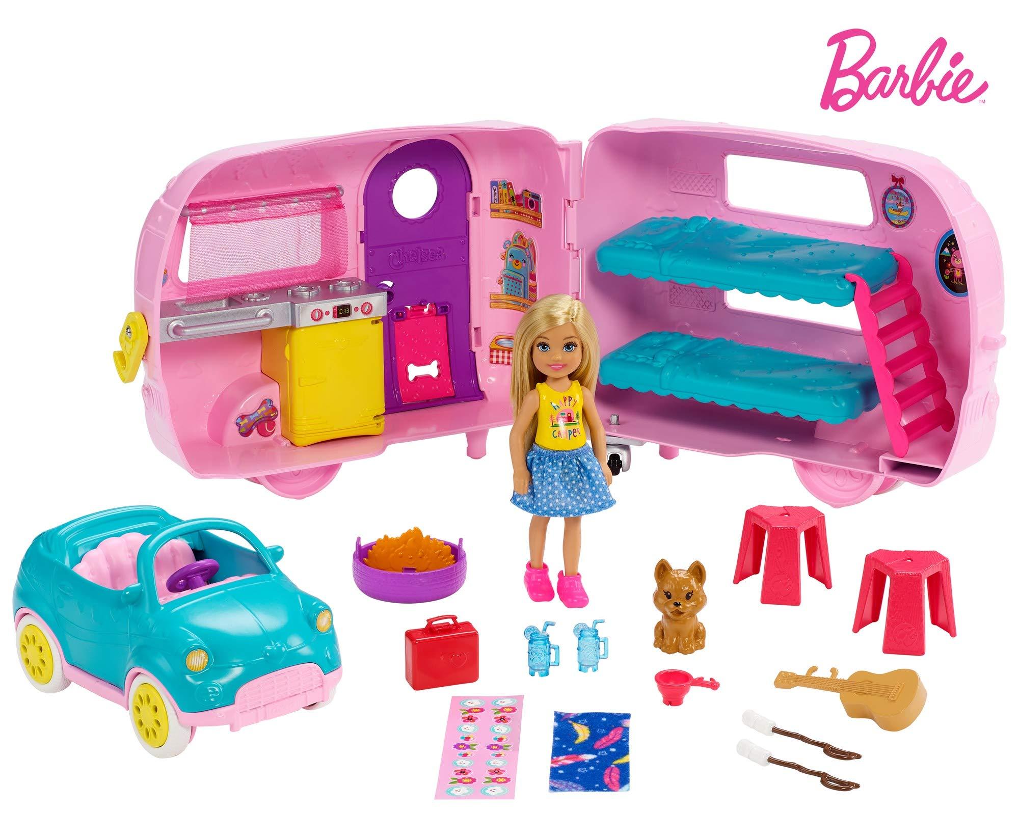 Barbie – Chelsea Muñeca y Su Caravana, con Perrito y Accesorios (Mattel FXG90)