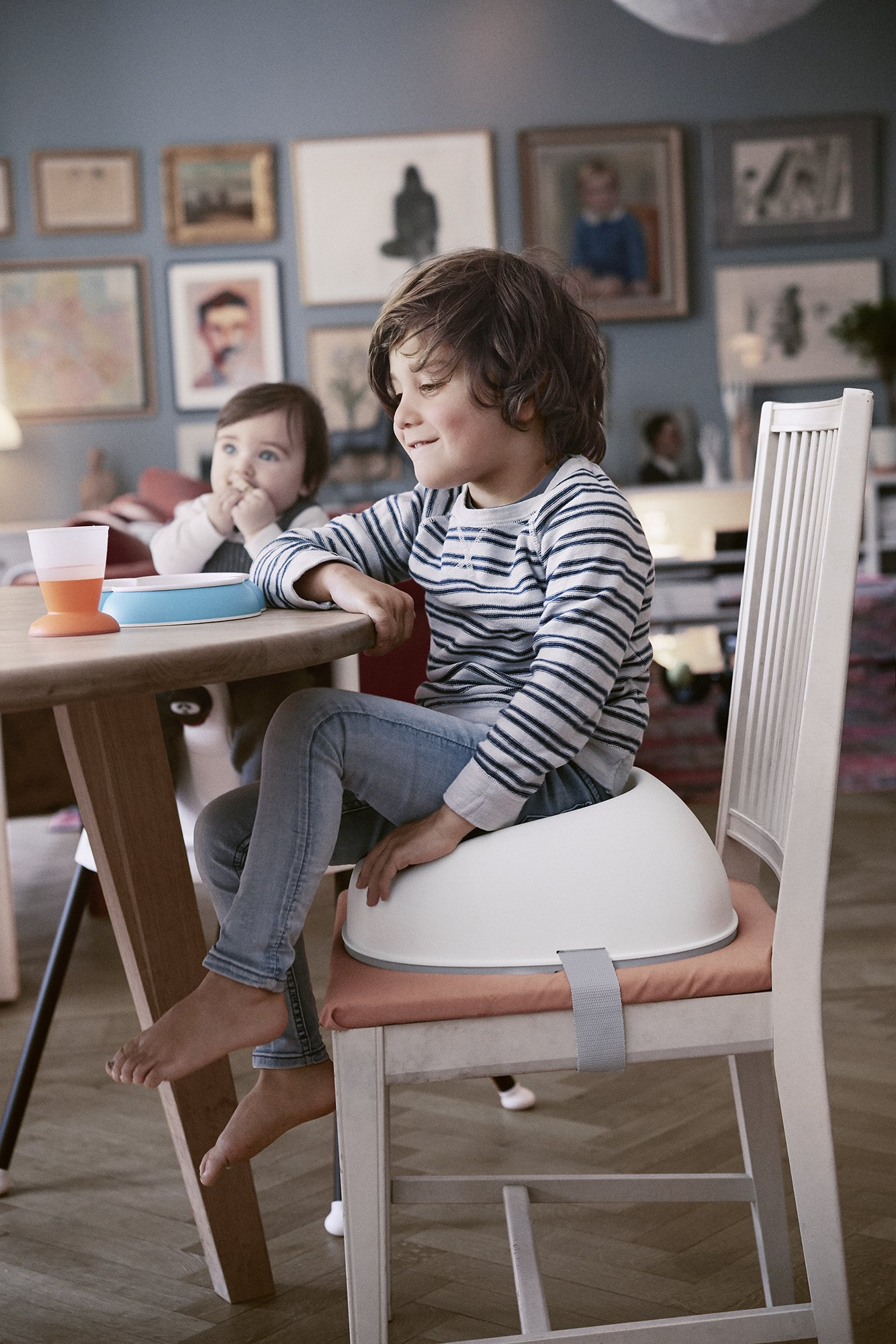 BABYBJÖRN Booster Seat, White Baby Bjorn A practical booster seat Small and portable Easy to clean 10