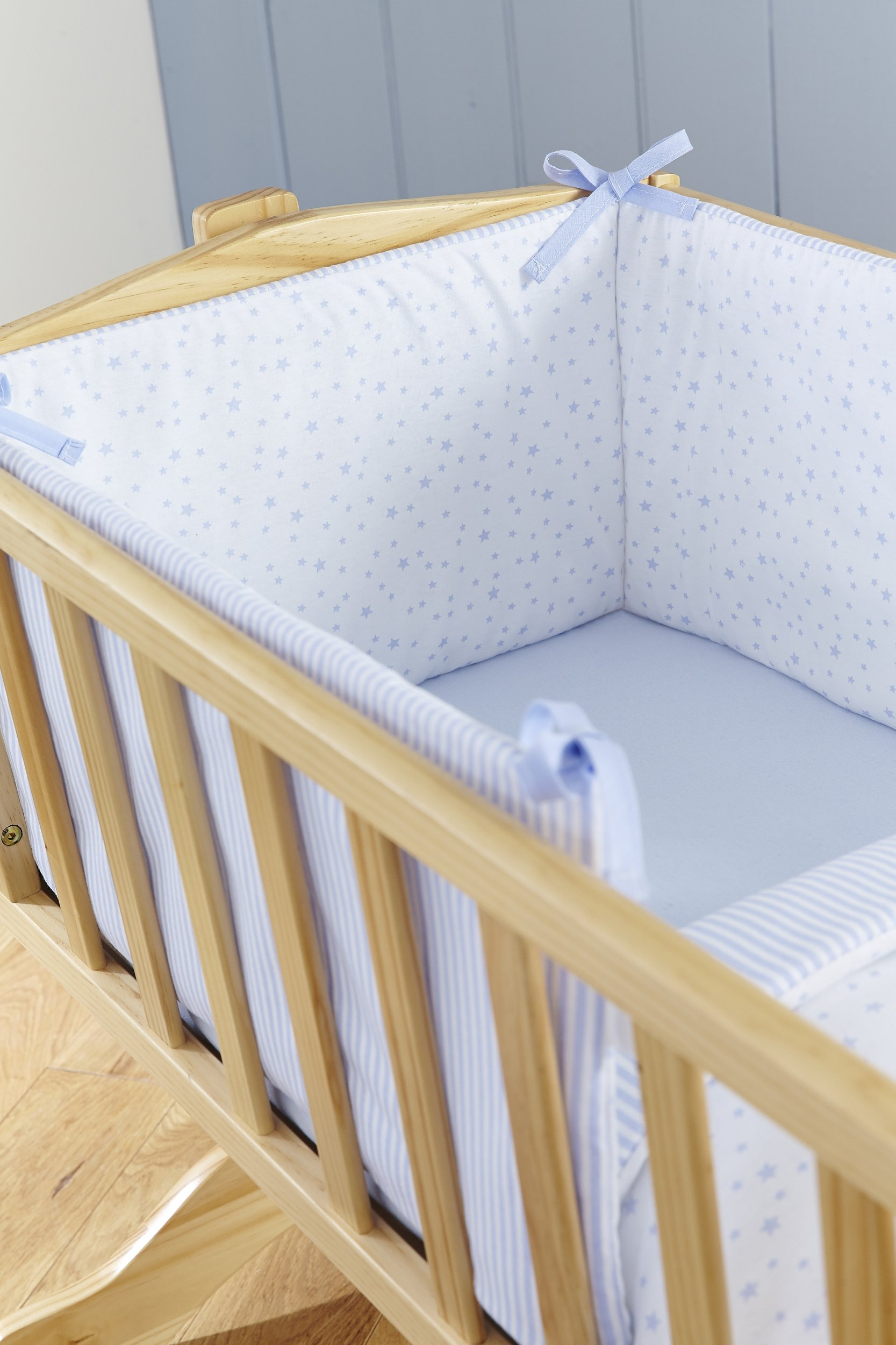Clair de Lune Crib Set (Blue, Stars and Stripes, 2-Piece) Clair de Lune Featuring a subtle Stars and Stripes print this beautiful bedding set creates a relaxing sleeping area for your precious little one. Made from super soft 100% cotton. Comes complete with Stars and Stripes reversible padded bumper, and 2.5 tog coverlet. 5