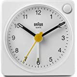 Braun, klassisk analog reseväckarklocka med lummerfunktion och ljus, kompakt storlek, tyst kvartsurverk, crescendo-larm, vit