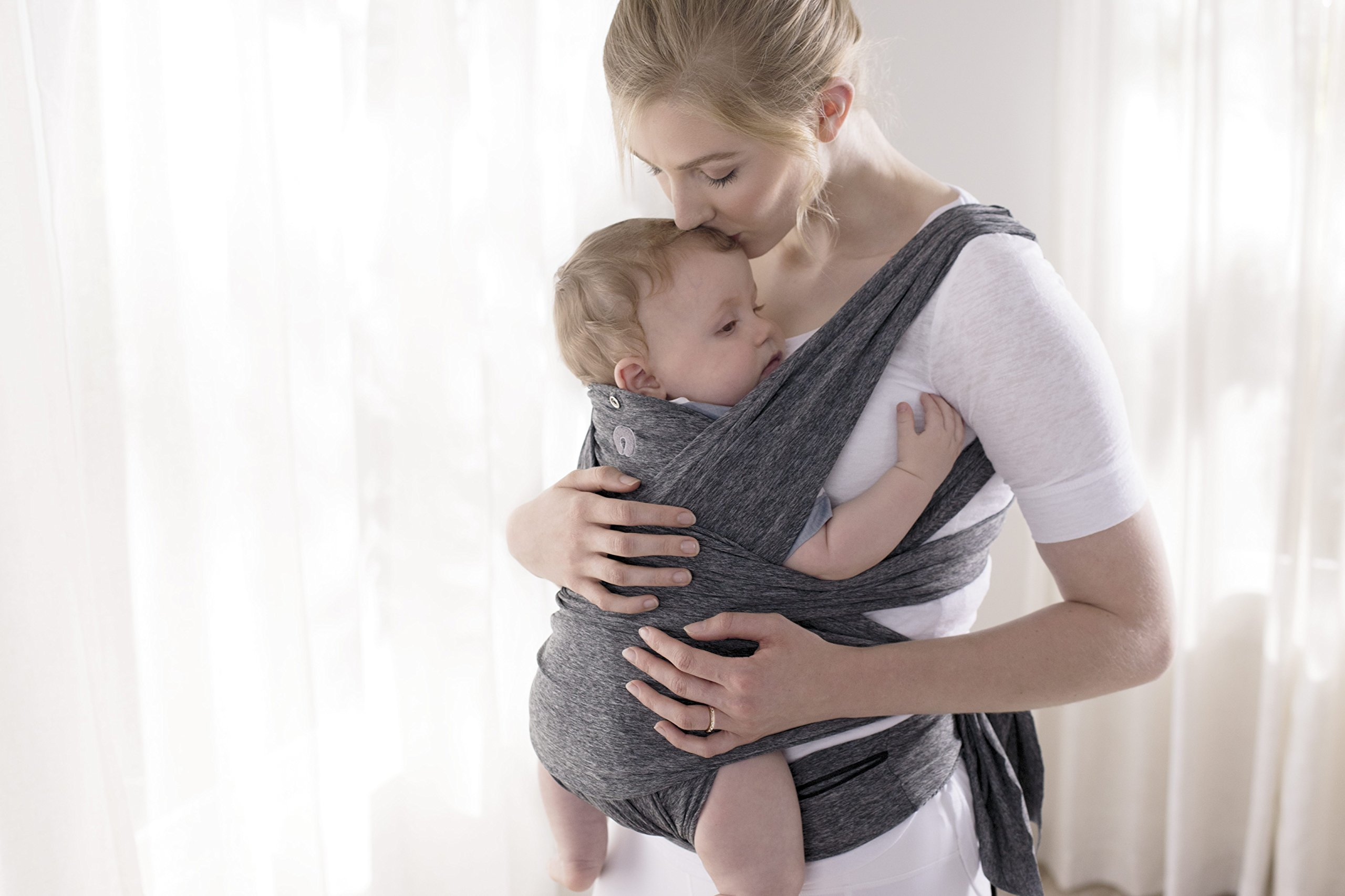 Chicco ComfyFit Baby Carrier One size Chicco Perfect fit, no infant insert required; recommended baby weight: 8-35lbs One size fits most, which makes sharing your carrier between caregivers quick and easy 2 comfy carrying positions: front face-in and front face-out 5