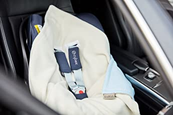 KraftKids Einschlagdecke für Babyschale kleine Blätter hellblau auf Weiß