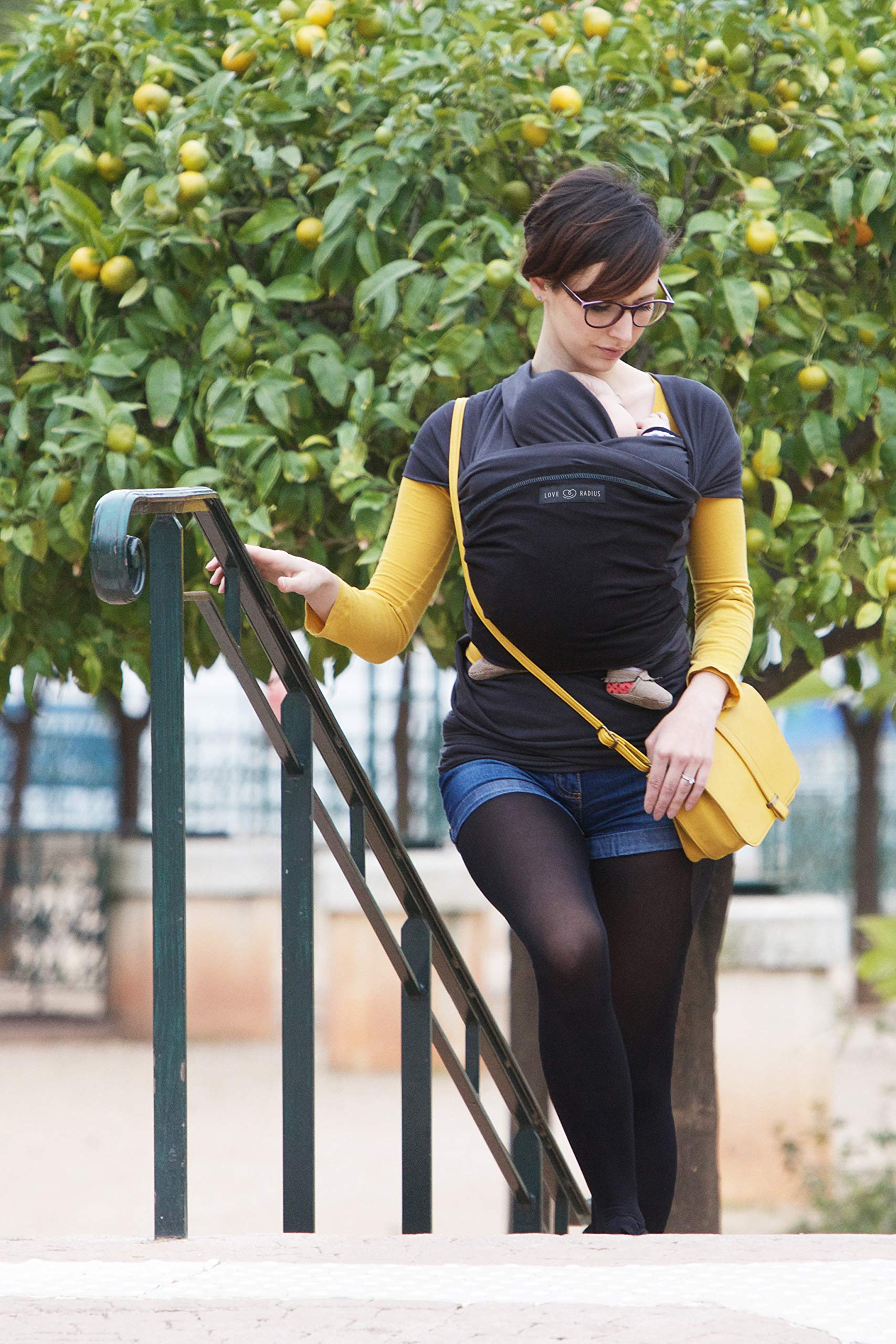 Je Porte Mon Bébé L'Originale Baby Sling Je Porte Mon Bébé High Quality Elastic Baby Carrier Dense, elastic and breathable material Great support, fits your baby's body like a second skin. 23