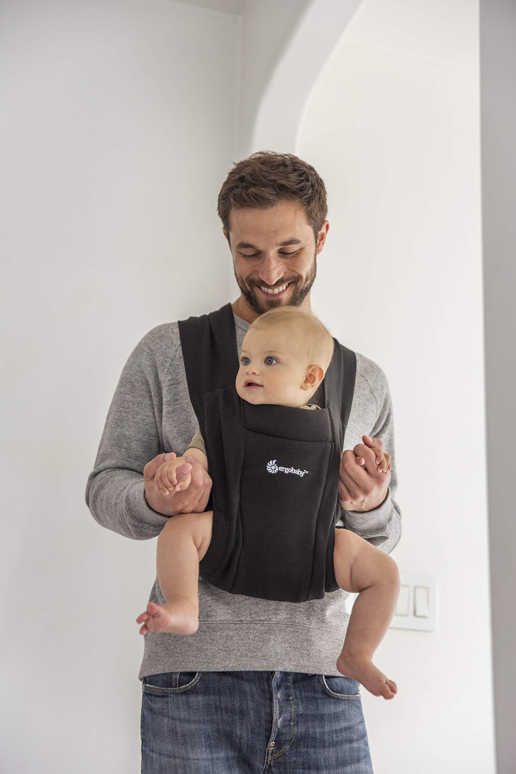 """ErgobabyEmbraceBaby Carrier for Newborns from Birth with Head Support, Extra Soft and Ergonomic (Pure Black) Ergobaby ERGONOMIC BABY CARRIER FROM BIRTH - Carry your newborn baby (3.2 - 11.3kg) snuggled close to you. The baby carrier supports the ergonomic frog-leg position (""""M"""" shape position) of the baby. NEW - The Ergobaby Embrace 2-position Carrier has been specially developed for newborns and babies. A baby carry system for quick and easy use. ULTRA-LIGHT & SUPER SOFT - Less material against the child and open-sided to allow good air circulation. Made from super soft jersey fabric, Oeko-Tex100 certified. Lightweight carrier (approx. 480g). 6"""