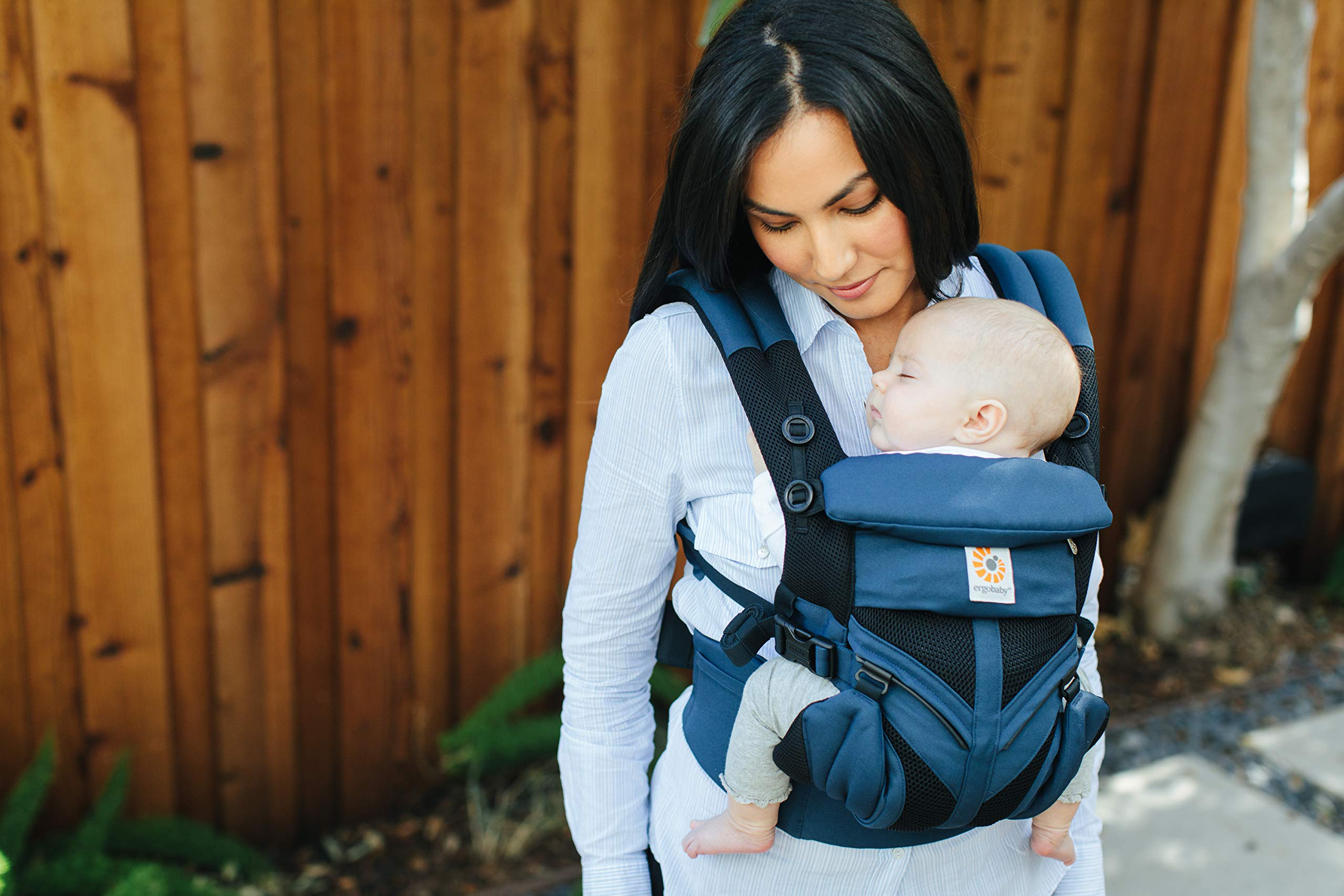 Ergobaby Omni 360 Cool Air Mesh, Raven Ergobaby Baby carrier for new-born - adapts to your growing baby from birth to toddler (7-45lbs). 4 carry positions: front-inward, back, hip, and front-outward Comfort - exceptional lower back comfort with padded lumbar support waist belt & extra padded shoulder straps with the option to wear 2 ways: crossed or backpack style Cool & breathable - our cool air mesh baby carriers are made with soft and durable mesh fabric that provides our renowned ergonomic support for baby 6