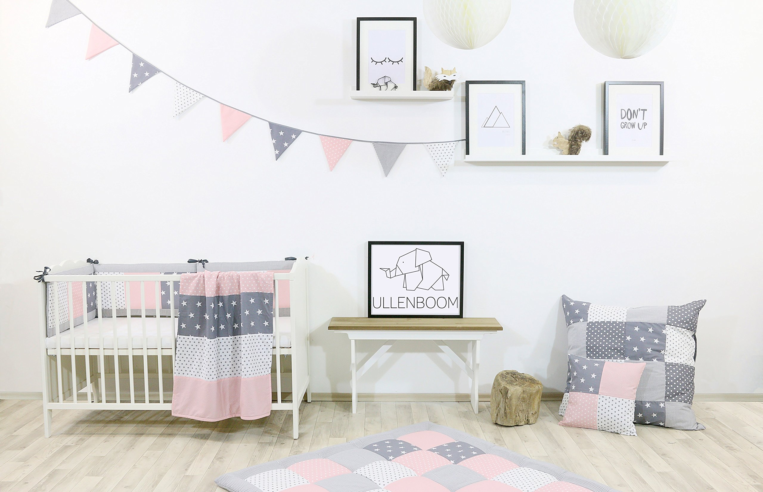 ULLENBOOM ® Bumper - Pink Grey (400 x 30 cm Baby playpen Bumper, Full Surround Bumper Pads for 100 x 100 cm playpen) ULLENBOOM This 400 x 30 cm patchwork bumper serves as a protective insert and surround for 100 x 100 cm playpens, to provide babies with protection - especially head protection - from playpen bars The sizes 200 x 30 cm and 400 x 30 cm (full surround) are for playpens - the 'full surround' bumper comes in two sections. ULLENBOOM  also offers additional sizes for 140 x 70 cm and 120 x 60 cm cots These bumpers can be washed at 30 °C and the materials used are certified according to the Oeko-Tex standard (tested for harmful substances, hypoallergenic); smooth outer fabric: 100% cotton (Oeko-Tex); soft, thick wadding: 100% polyester (Oeko-Tex) 3