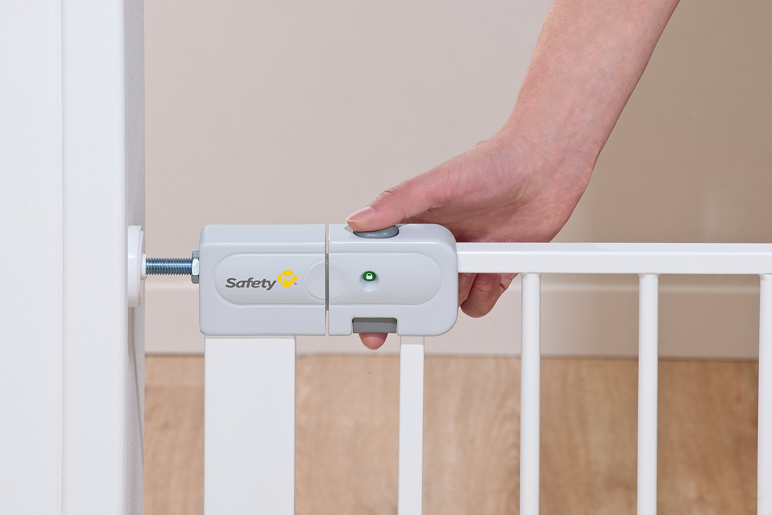 Safety 1st Securtech Auto Close Metal Gate, White  'True' Auto Close Gate which automatically closes for all opening angles Adjusts to fit openings from 73 cm to 80 cm Extends up to 136 cm with separately available extensions 3