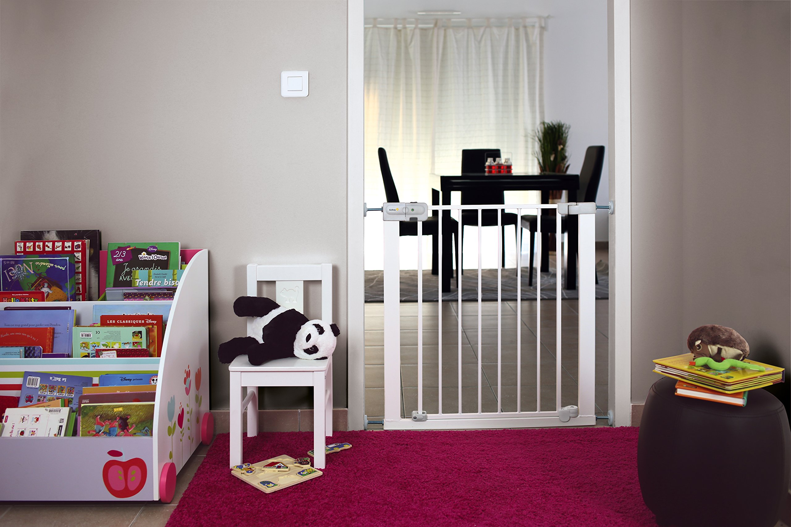 Safety 1st Securtech Auto Close Metal Gate, White  'True' Auto Close Gate which automatically closes for all opening angles Adjusts to fit openings from 73 cm to 80 cm Extends up to 136 cm with separately available extensions 6