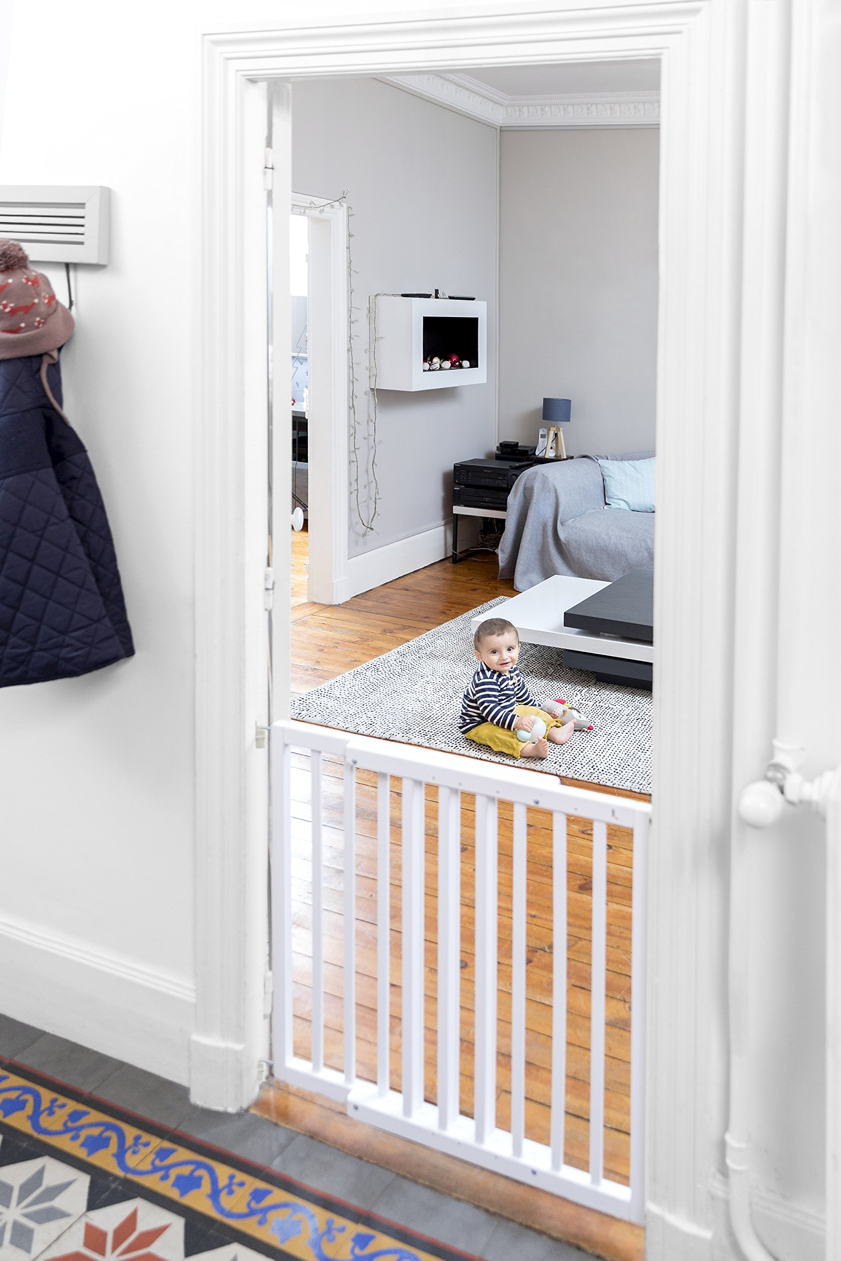Badabulle Color Pop Safety Gate, White Badabulle Wooden safety gate for self-assembly Easy to open Swinging door 8