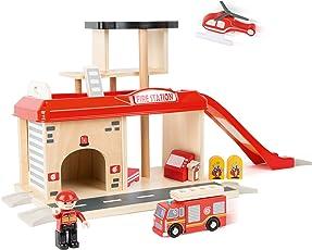 Small Foot World 10798 Feuerwache aus natürlichem Holz, mit Hubschrauberlandeplatz und Autorampe Sowie Parkdeck und Feuerwehrstange, inkl. Zubehör, kompatibel mit Allen gängigen Holzeisenbahnen