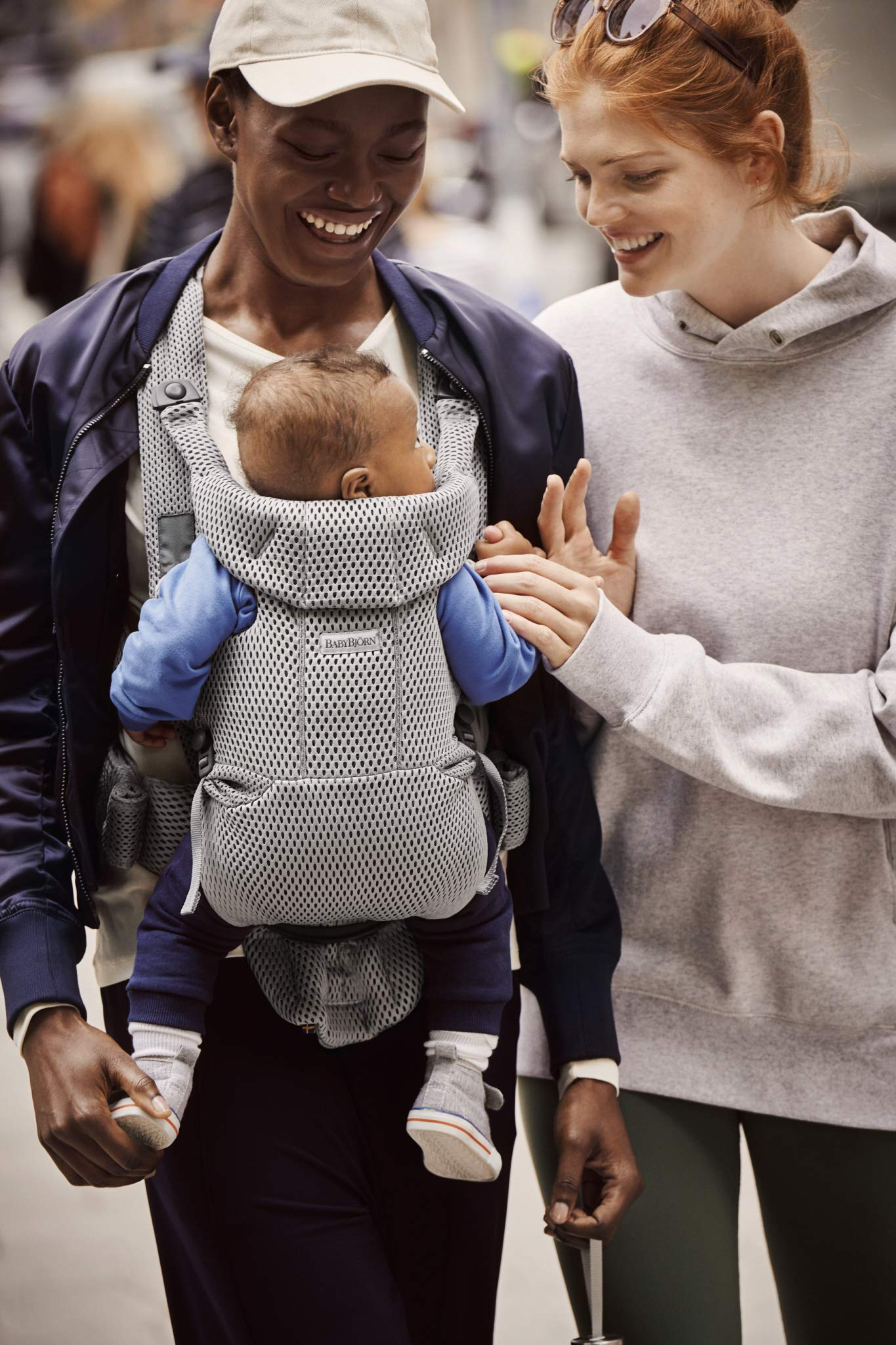 BABYBJÖRN Baby Carrier Move, 3D Mesh, Grey Baby Bjorn Excellent comfort with built-in back support and waist belt Easy to put on and take off Soft and airy design in cool 3D mesh 6