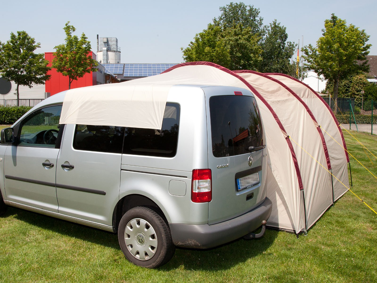 Skandika Camper Tramp Free-Standing Minivan Awning Tent with 2-Berth Sleeping Cabin and 210 cm Peak Height, Sand/Red, 2 Persons 9