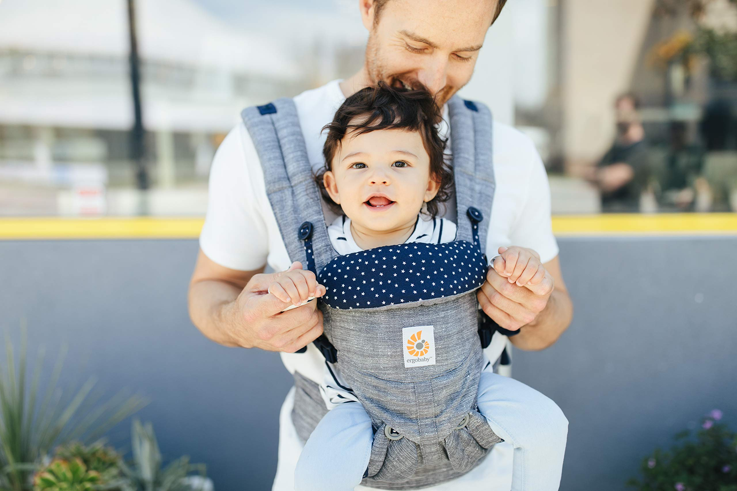 ERGObaby Baby Carrier for Newborn to Toddler, 4-Position Omni 360 Star Dust, Ergonomic Child Carrier Backpack Ergobaby Baby carrier with 4 ergonomic wearing positions: parent facing, on the back, on the hips and on the front facing outwards. Adapts to baby's growth: Infant baby carrier newborn to toddler (7-33 lbs./ 3.2 to 20 kg), no infant insert needed. Tuck-away baby hood for sun protection (UPF 50+) and privacy. NEW - Maximum comfort for parent: Longwear comfort with lumbar support waistbelt and extra cushioned shoulder straps. 3