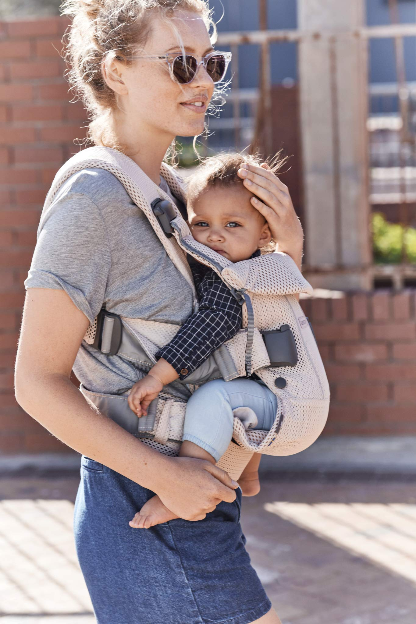 BABYBJÖRN Baby Carrier One, Cotton Mix, Black, 2018 Edition Baby Bjorn The latest version with soft and breathable mesh that dries quickly Ergonomic baby carrier with excellent support 4 carrying positions: facing in (two height positions), facing out or on your back 2