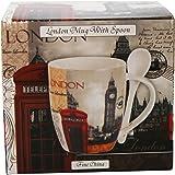 Tasse und Löffel mit London-Collage-Szene.