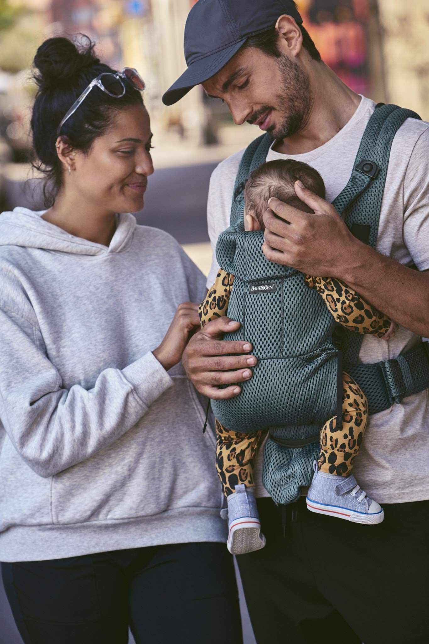BABYBJÖRN Baby Carrier Move, 3D Mesh, Sage Green Baby Bjorn Excellent comfort with built-in back support and waist belt Easy to put on and take off Soft and airy design in cool 3D mesh 4