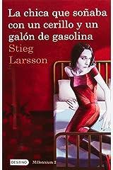 La Chica Que Soaaba Con Un Cerillo Y Un Galon de Gasolina: The Girl Who Played with Fire (Millenium) Paperback