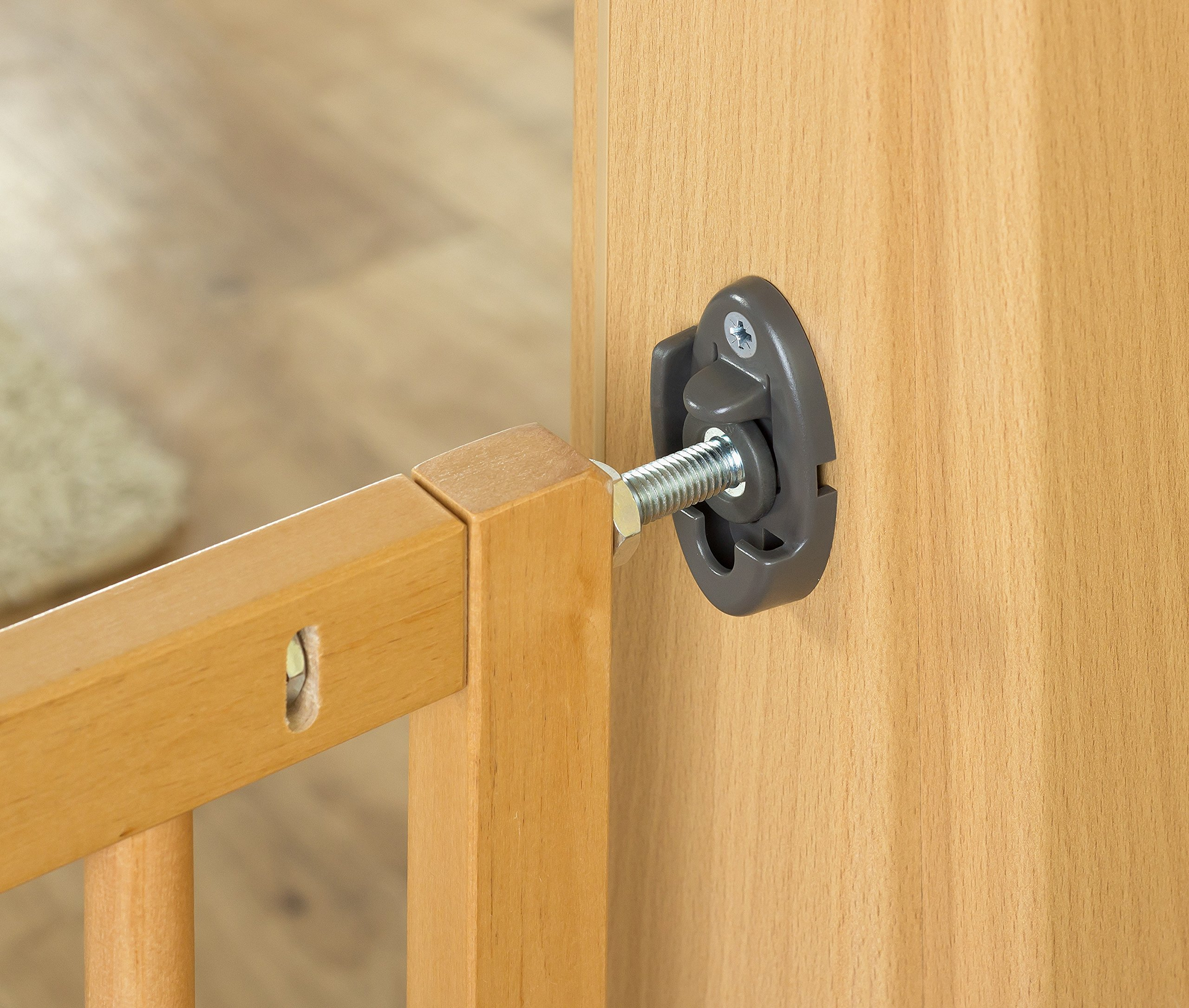 Reer Leon Wooden Stair Gate + Safety Lock 64.5 - 106 cm - Collection 2015 Reer Securing staircases and passageways with steps Stopper for limiting the opening direction Freely adapted by 4-point adjustment 5