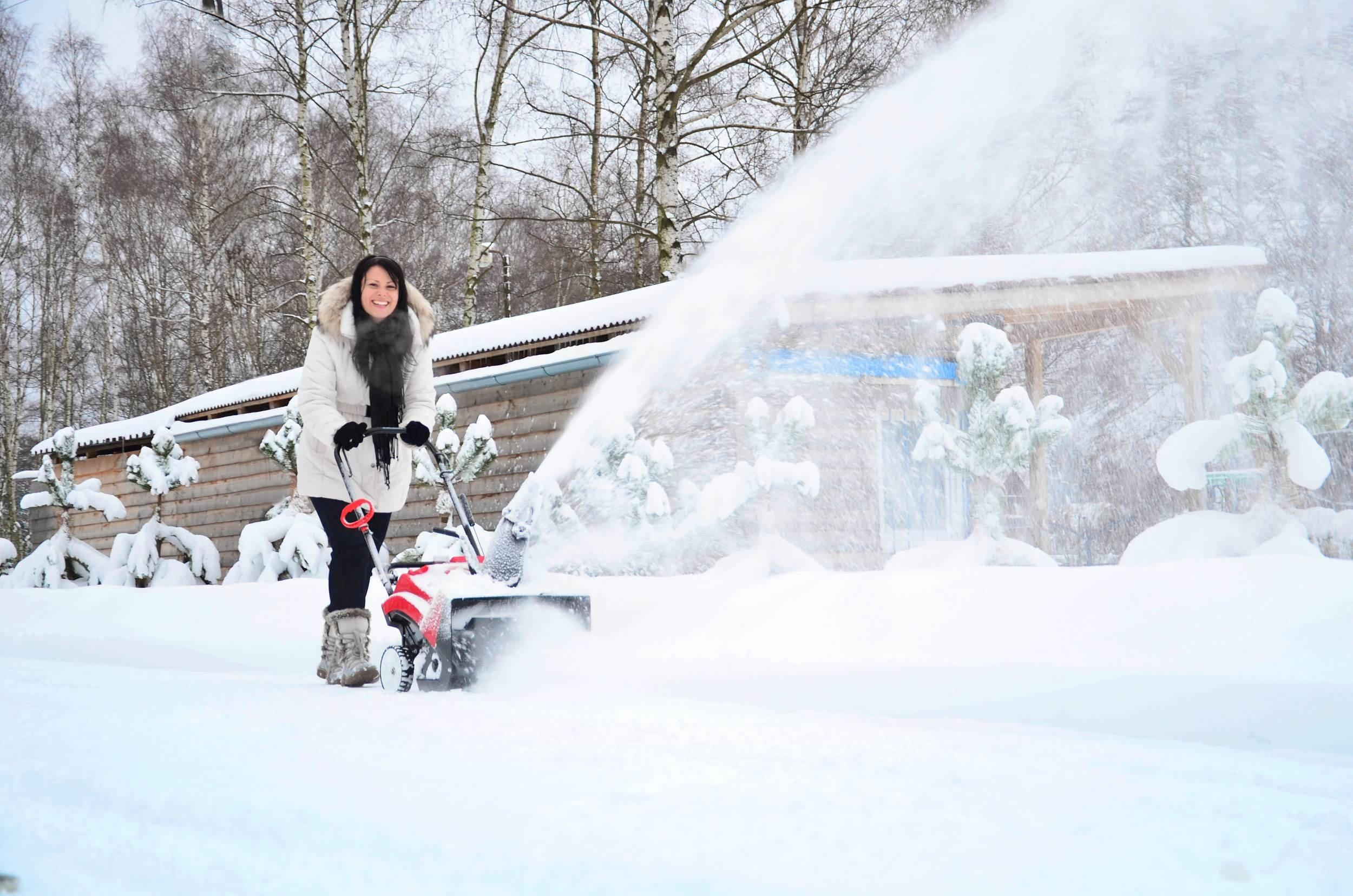 Hecht Benzin-Schneefräse 9123 Schneeschieber mit 51 cm Arbeitsbreite 4,0 kW (5,5 PS)